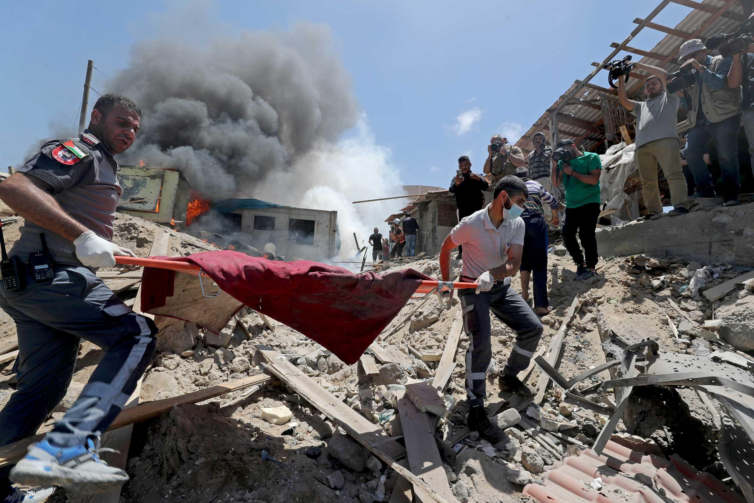 Ισραηλινές αεροπορικές επιδρομές πλήττουν τη Γάζα – 42.000 Παλαιστίνιοι έχουν εγκαταλείψει τα σπίτια τους (pics, vids)
