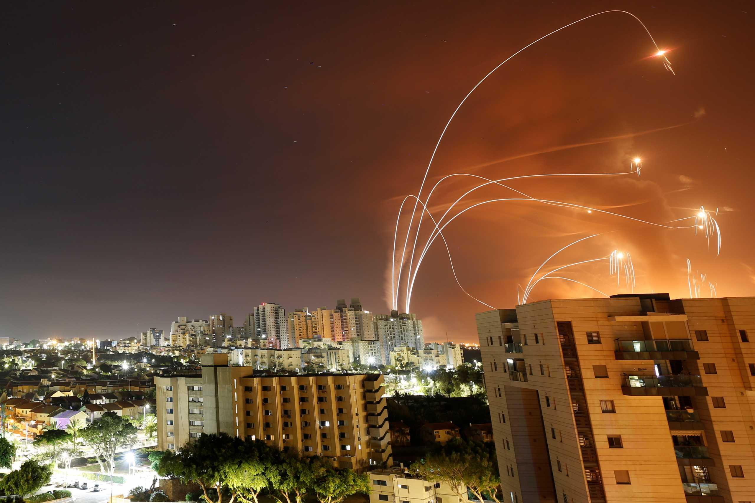 Tageszeitung: Η Χαμάς δεν πληγώνει μόνο το Ισραήλ αλλά και τους Παλαιστινίους