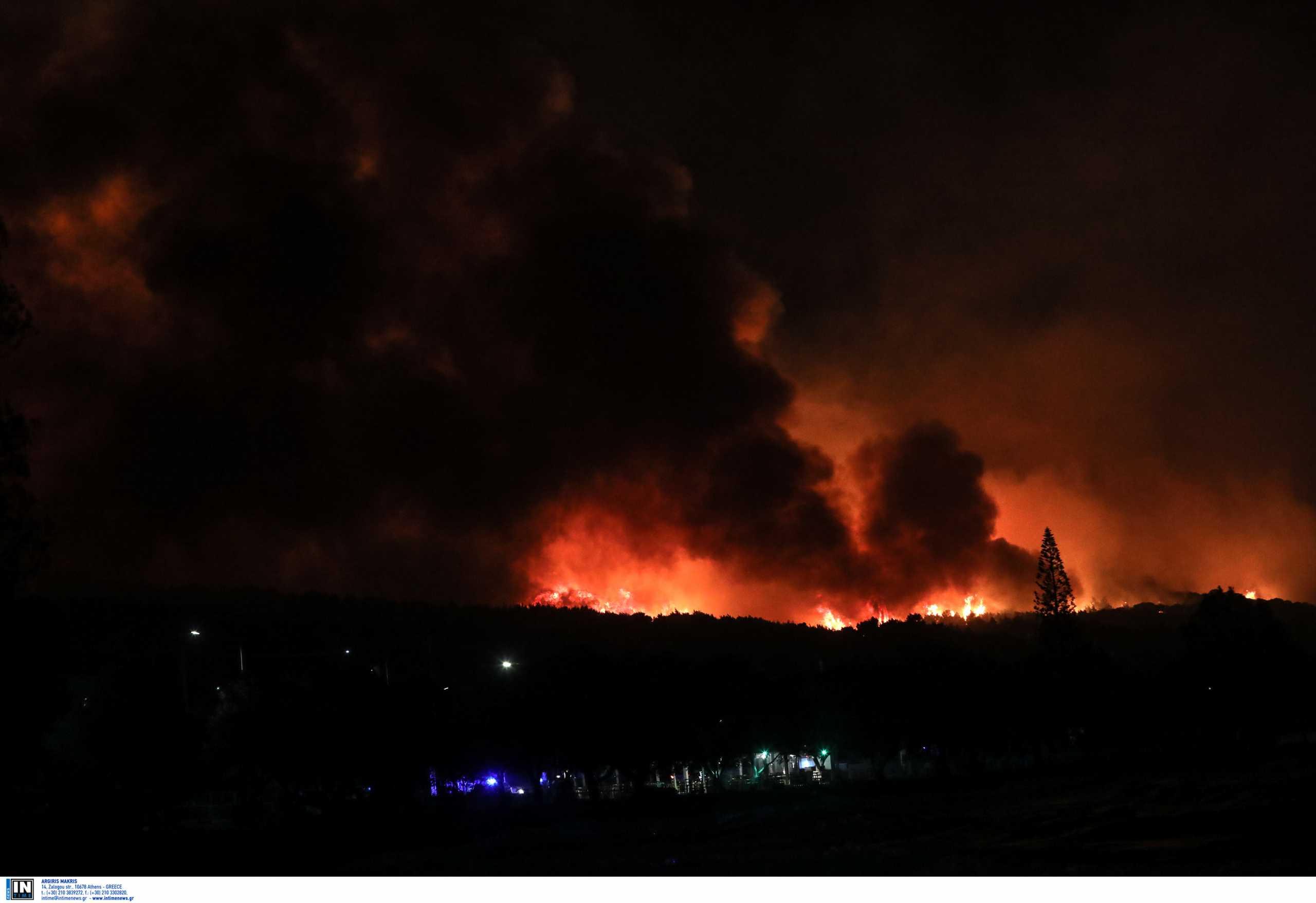 Φωτιά στο Σχίνο: Τεράστια η συνδρομή από την Περιφέρεια Αττικής