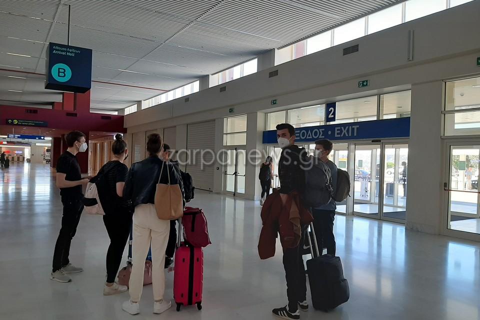 Χανιά – Κορονοϊός: Οι Γερμανοί ξανάρχονται – Έτσι έφτασαν οι πρώτοι τουρίστες της σεζόν (video)