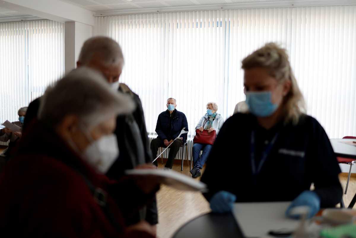 Εμβόλιο και 500€; Στη Γερμανία «άνοιξε» η συζήτηση