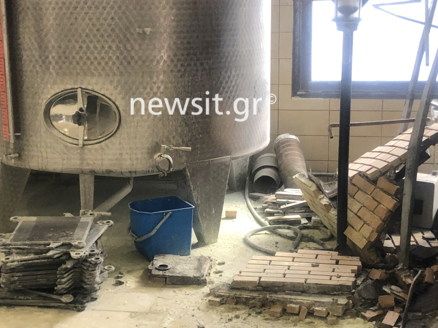 image00010 - Εικόνες από την έκρηξη στο αποστακτήριο του Τυρνάβου (φωτο-βίντεο)