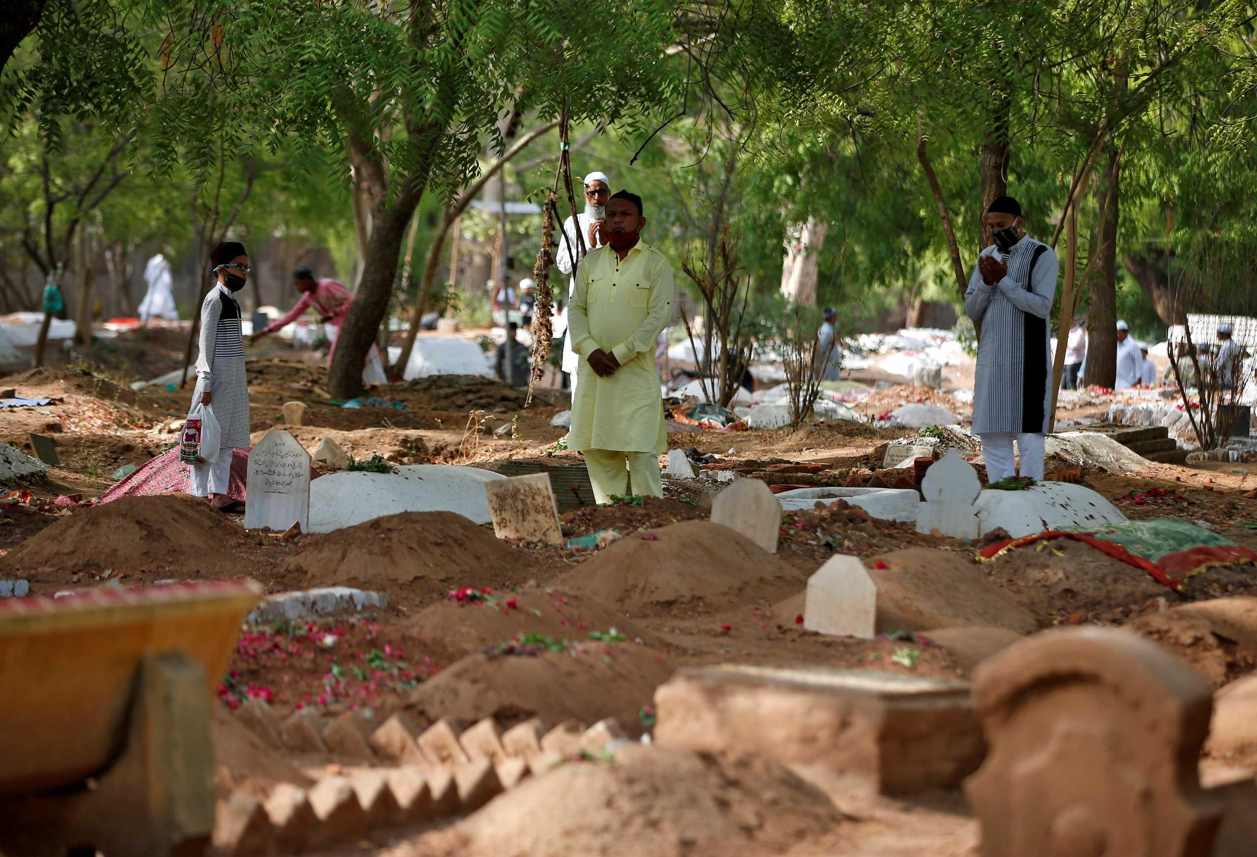 Η Ινδία ξεπέρασε τις 400.000 νεκρούς από κορονοϊό