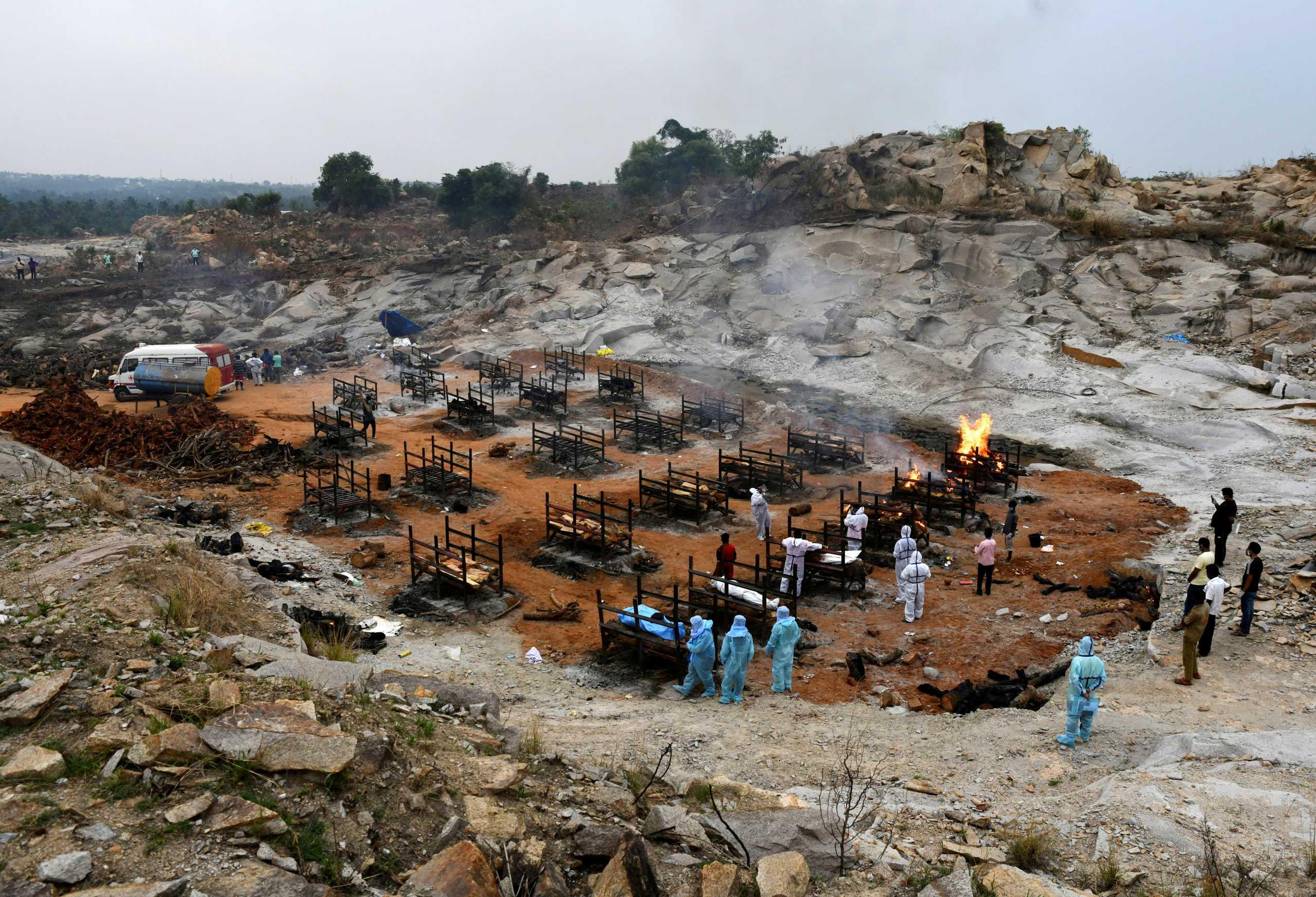 Ο κορονοϊός ισοπεδώνει την Ινδία: «Μαύρο» ρεκόρ με 3.780 θανάτους