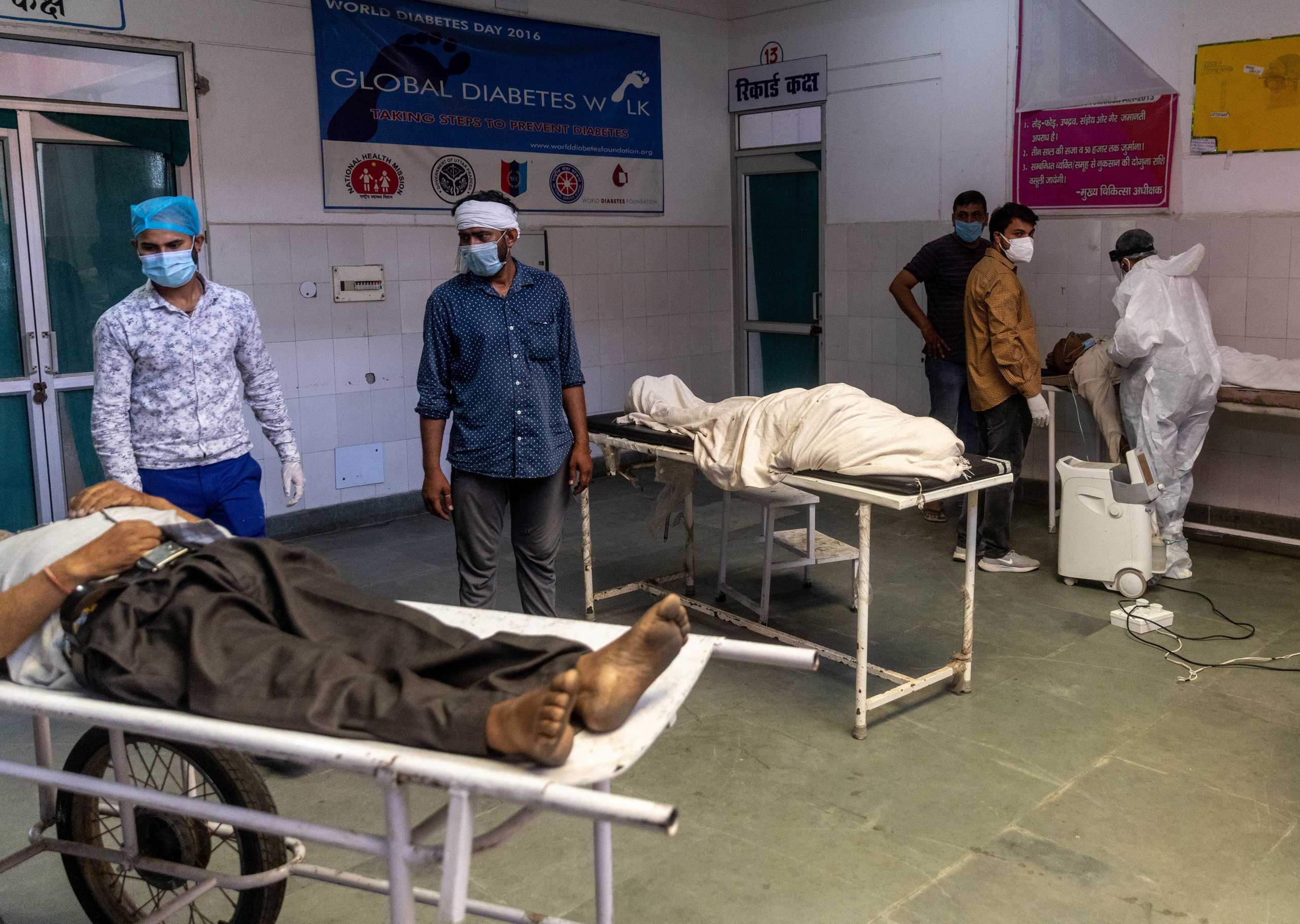 Κορονοϊός: Η Ινδία σπάει το ένα «μαύρο ρεκόρ» μετά το άλλο – 4.205 νεκροί σε ένα 24ωρο
