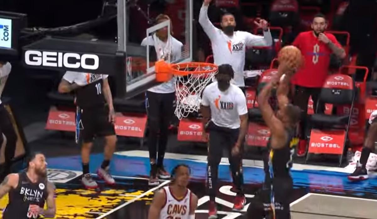 NBA: Η φάση της χρονιάς με πρωταγωνιστή τον Μάικ Τζέιμς