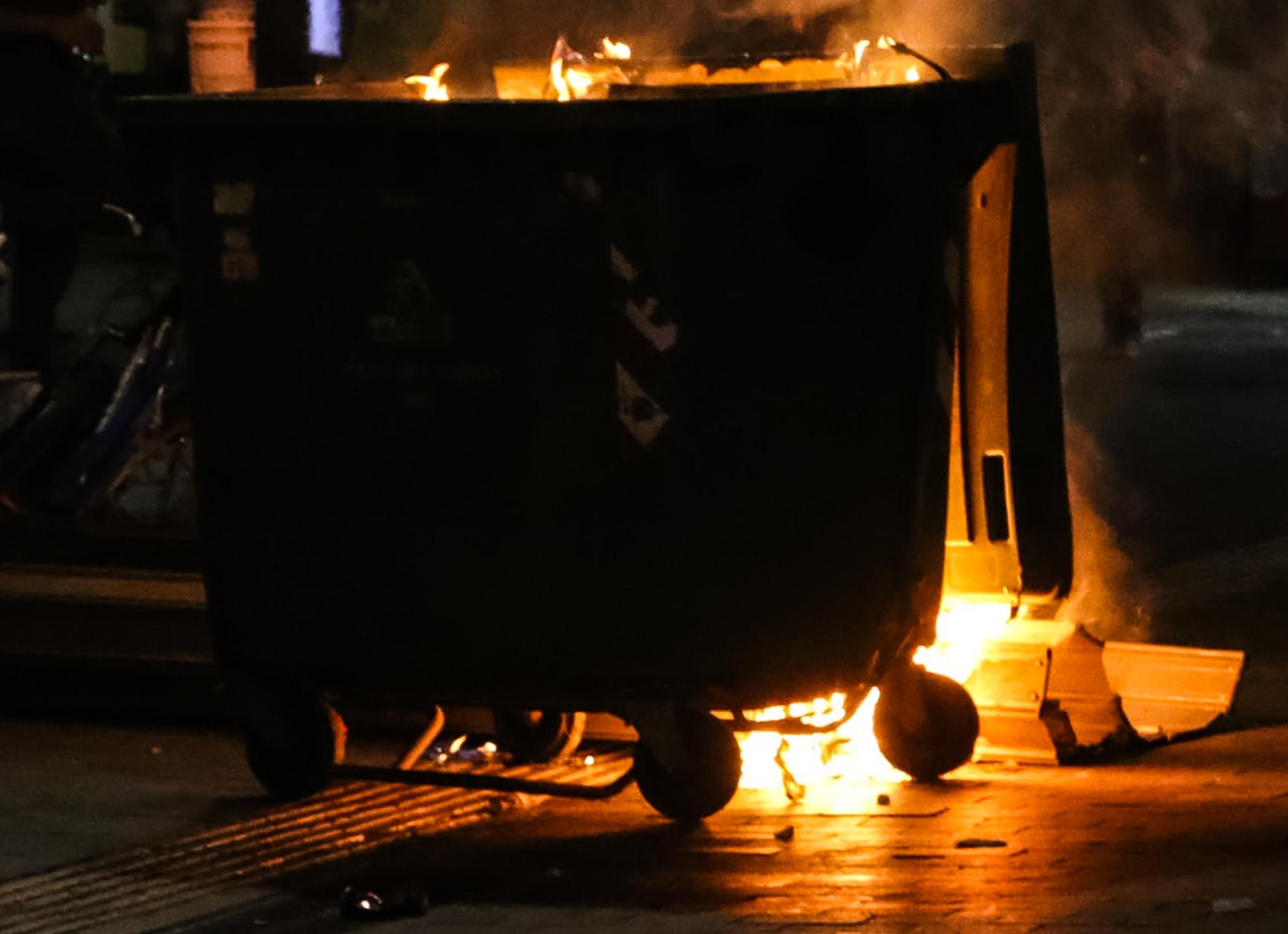 Θεσσαλονίκη: Φωτιές σε κάδους απορριμμάτων