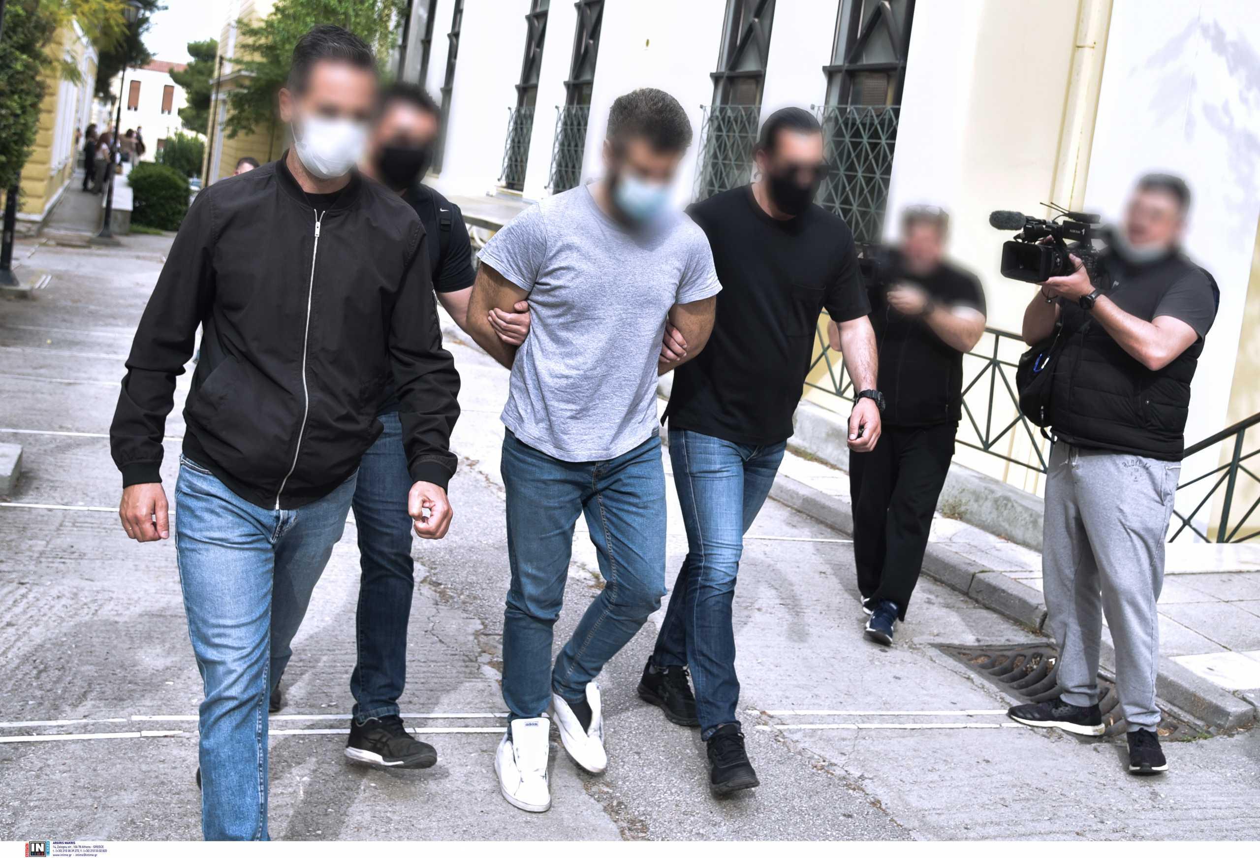 Καλύβια: Έκανε την μητέρα του  «μάρτυρα» του εγκλήματος ο δράστης