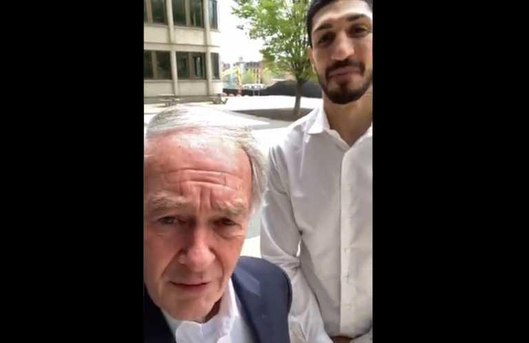 Αμερικανός γερουσιαστής έβγαλε selfie με τον Καντέρ προκαλώντας οργισμένες αντιδράσεις στην Τουρκία