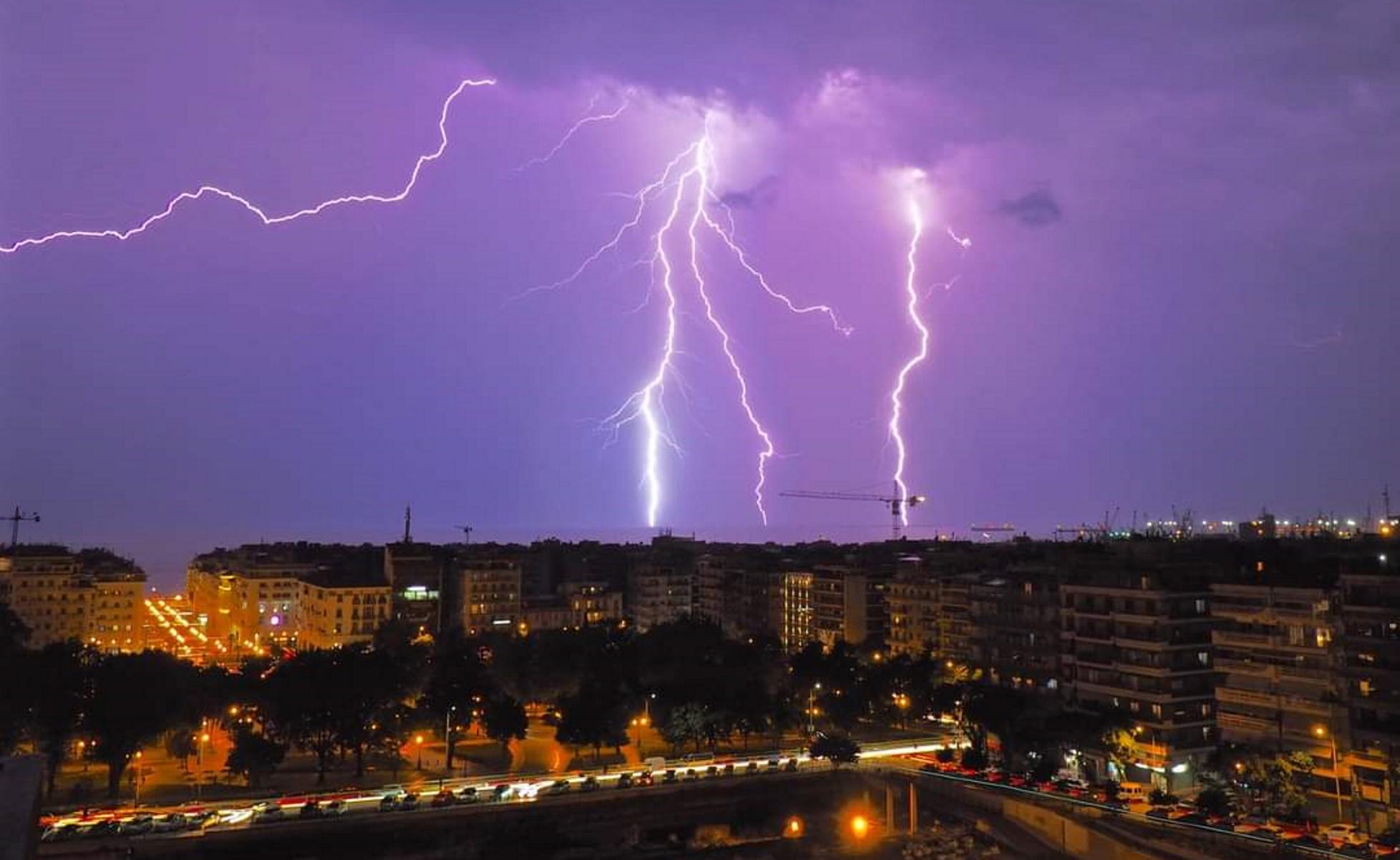 Καιρός: Κακοκαιρία σε δυο κύματα – Επικίνδυνα φαινόμενα, βροχοθύελλες και χαλάζι στην Αττική