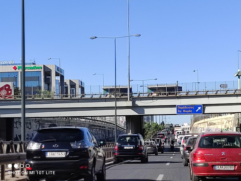 Κίνηση σε όλη την Αθήνα και μποτιλιάρισμα για γερά νεύρα