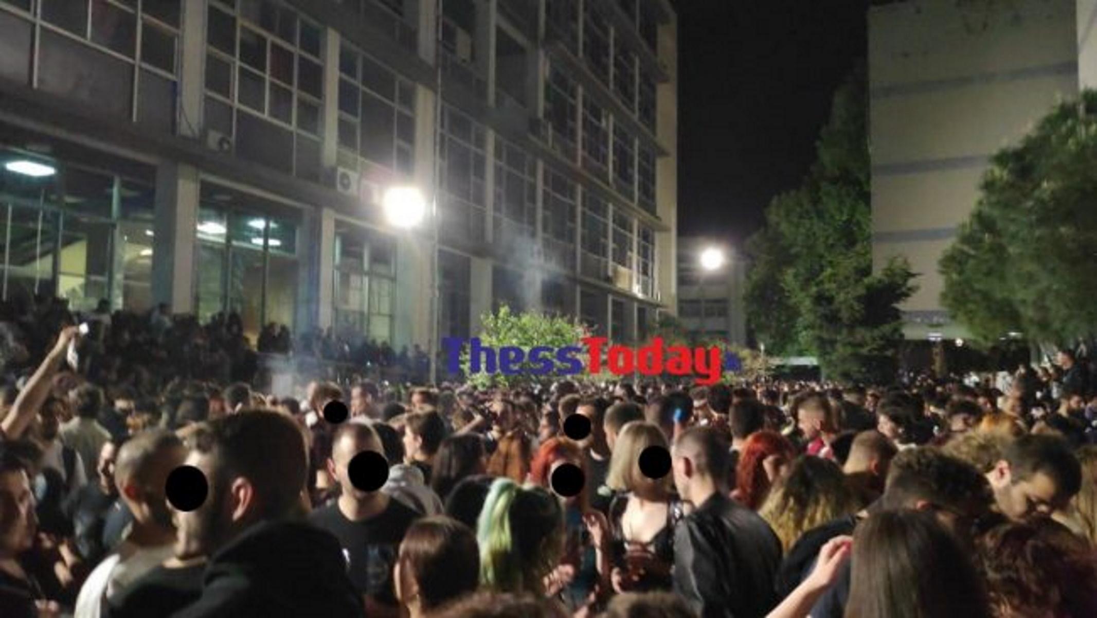 Θεσσαλονίκη: «Φεστιβάλ κορoνοϊού» στο ΑΠΘ – Εκατοντάδες άτομα και DJ (video)