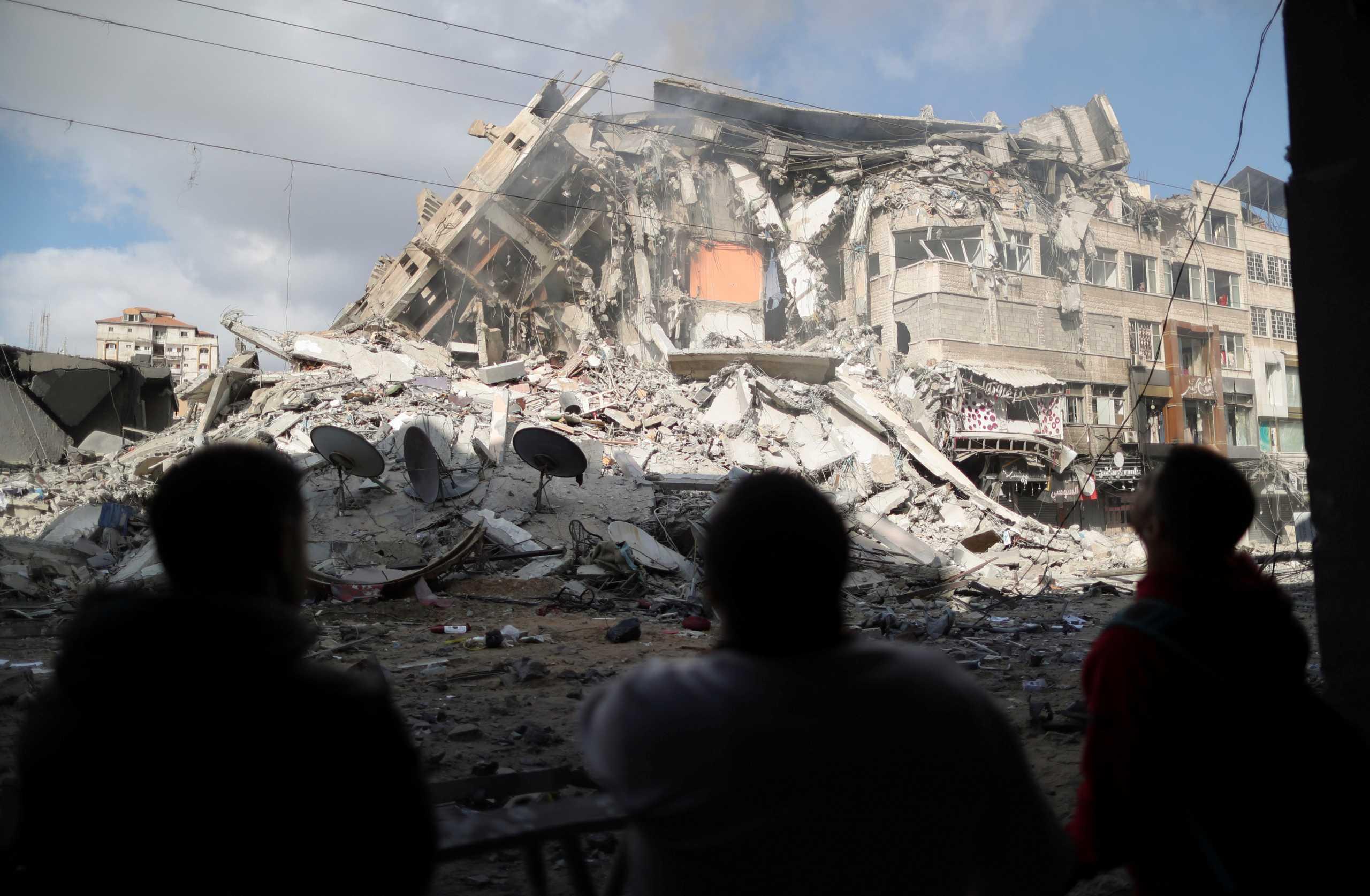 Μέση Ανατολή: Σοκ με το λιντσάρισμα άνδρα στο Τελ Αβίβ – Κατέρρευσε κτίριο στη Γάζα (video)
