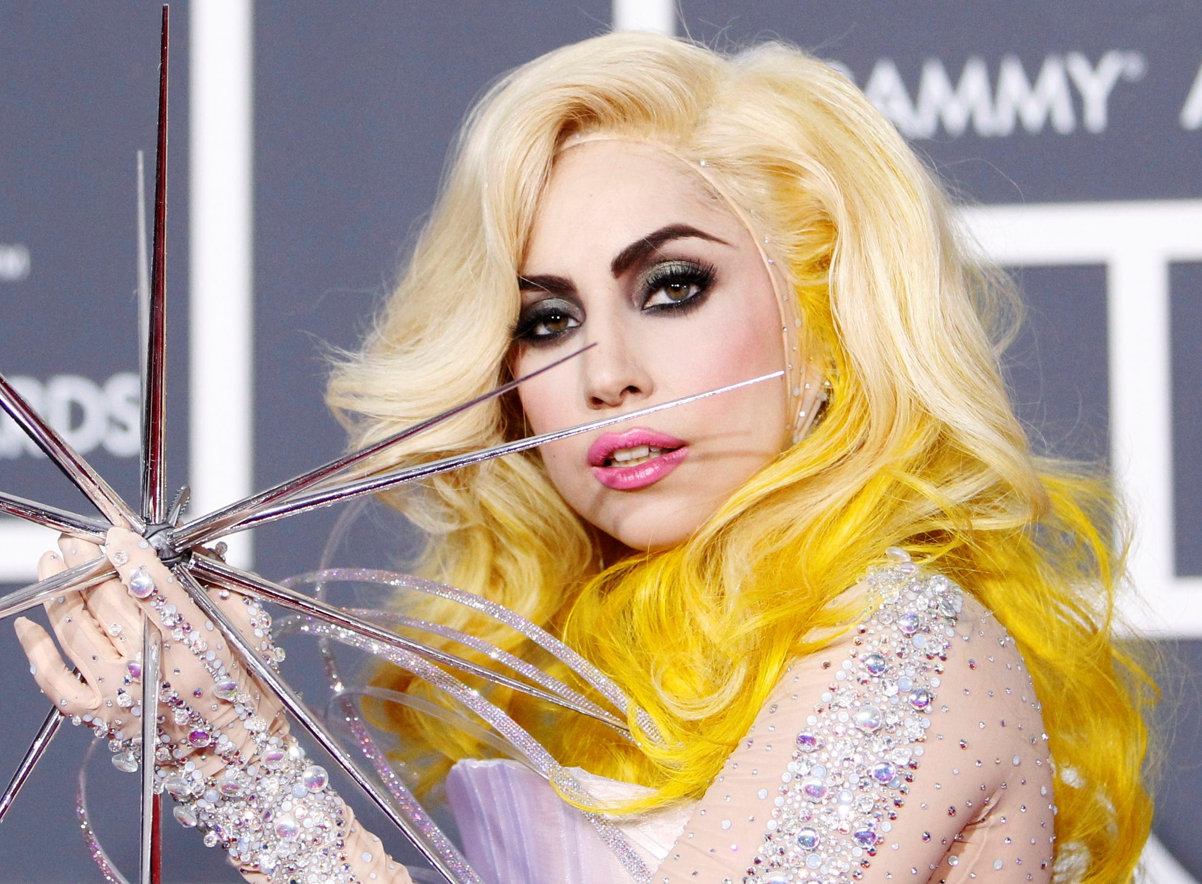 H Lady Gaga παρέλαβε το Κλειδί της Πόλης του Δυτικού Χόλιγουντ (vids)
