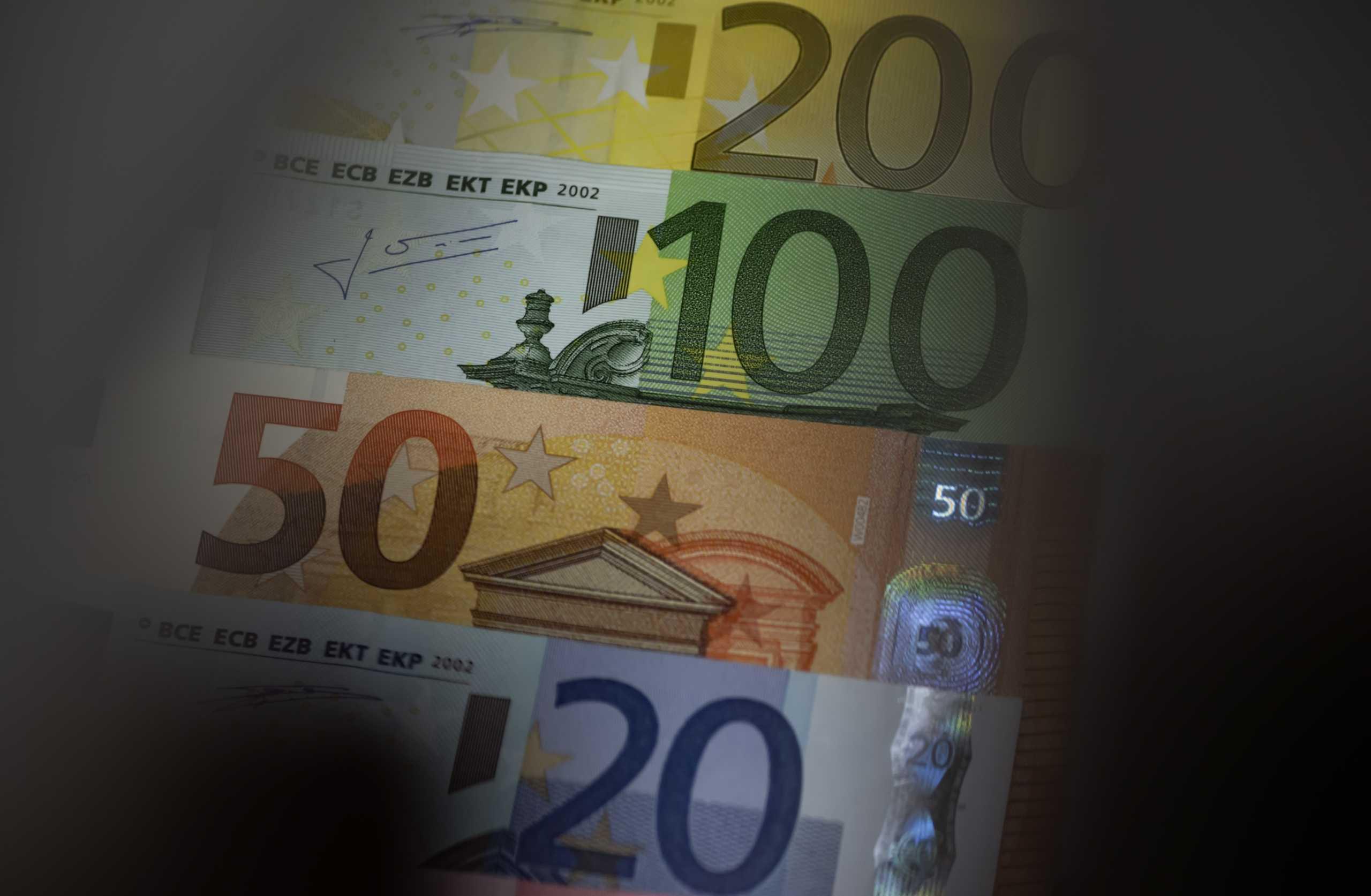 Ευρωβαρόμετρο: Το 80% των ερωτηθέντων σε χώρες της ευρωζώνης θεωρεί το ευρώ καλό για την ΕΕ