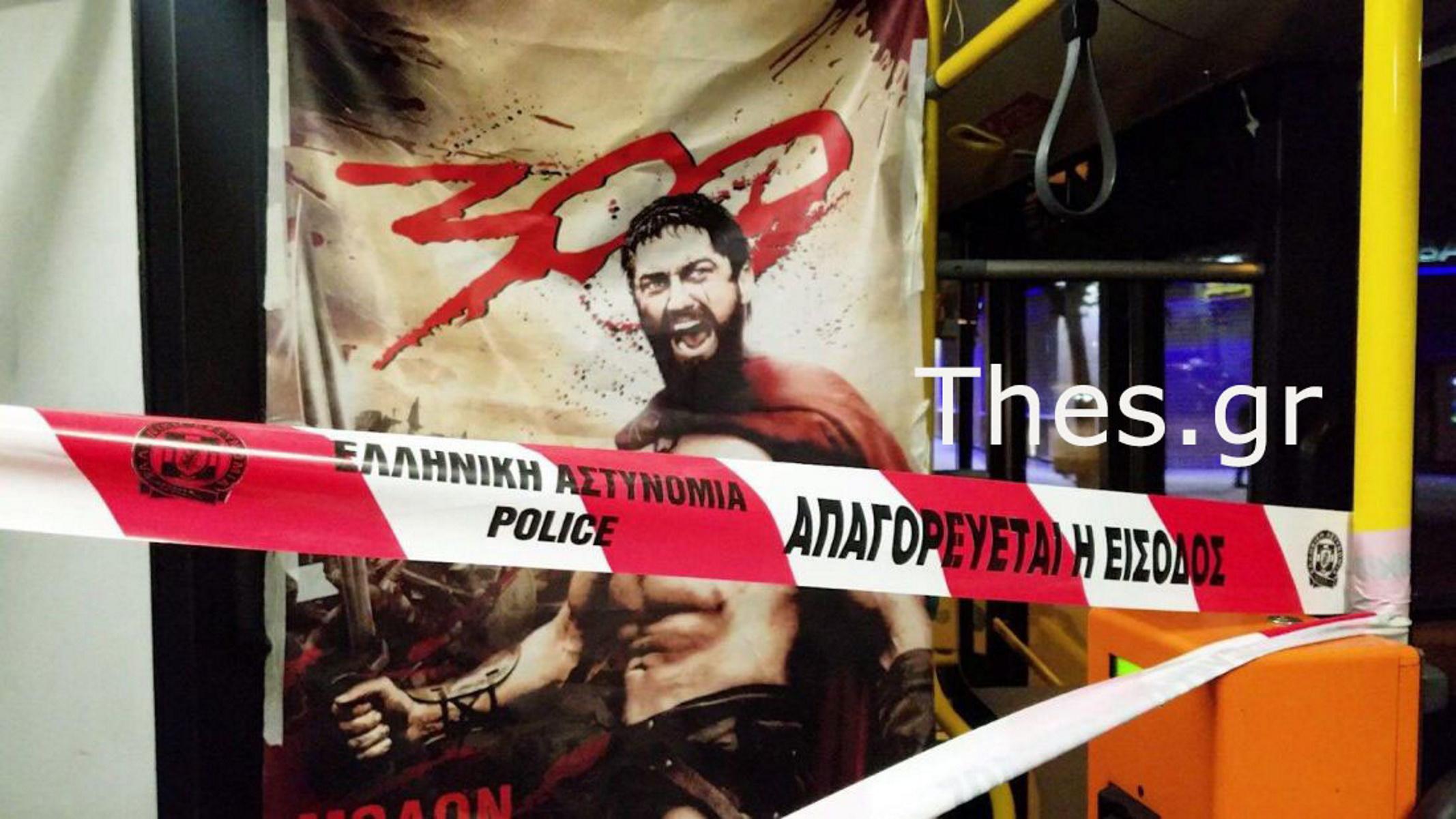 Θεσσαλονίκη: Διαχωριστικό με αφίσα Λεωνίδα απ' τους «300» σε λεωφορείο του ΟΑΣΘ (pics, vid)