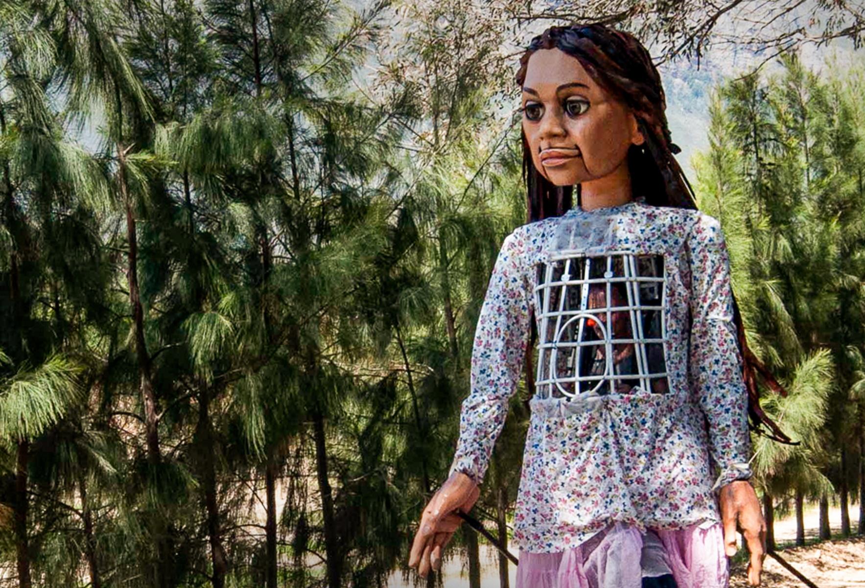 Μικρή Αμάλ: Η Οδύσσεια της «ασυνόδευτης προσφυγοπούλας» από τη Συρία μέχρι το Μάντσεστερ (pic)