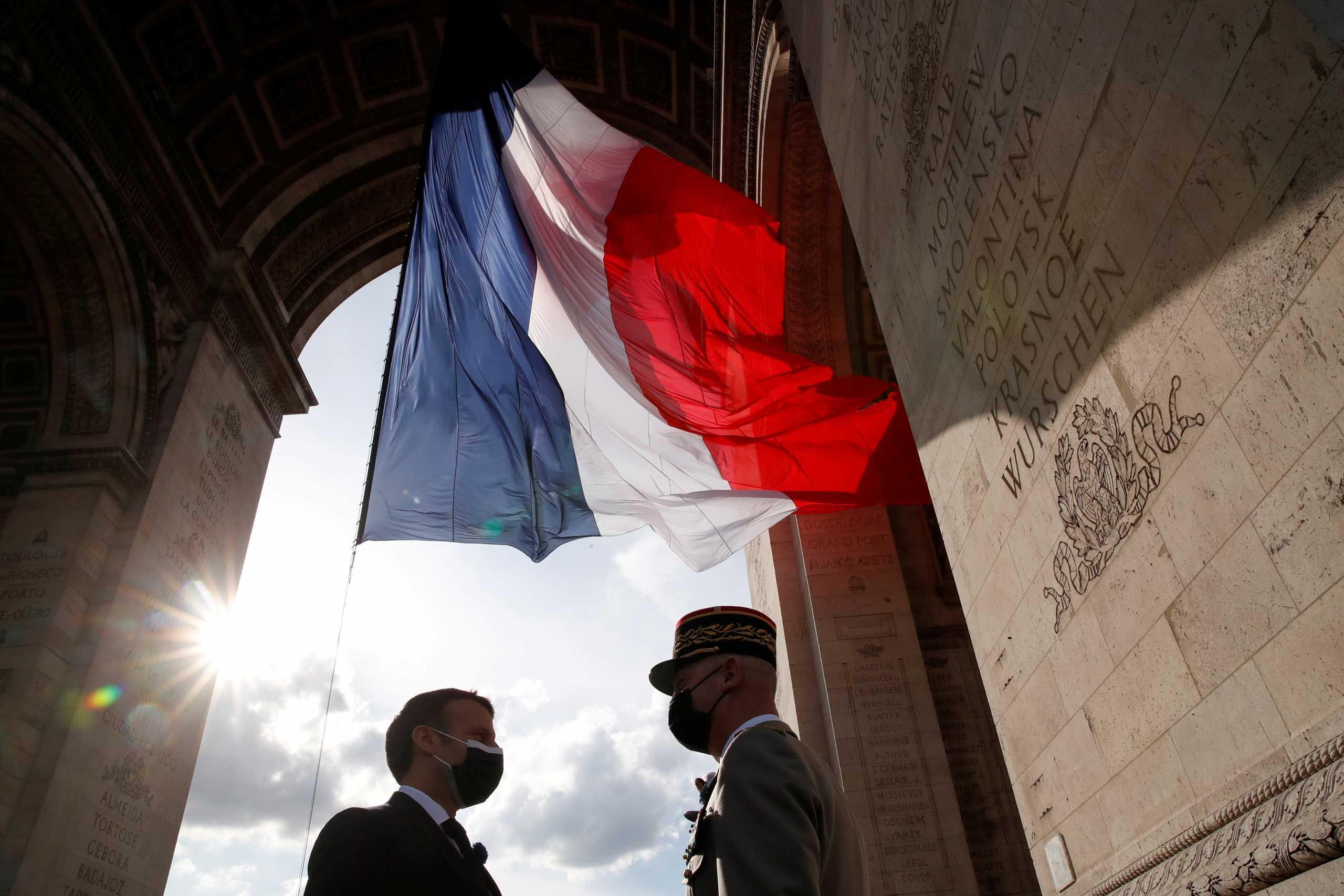 Γαλλία: Νέο κείμενο από στρατιωτικούς – «Πρόκειται για την επιβίωση της χώρας μας»