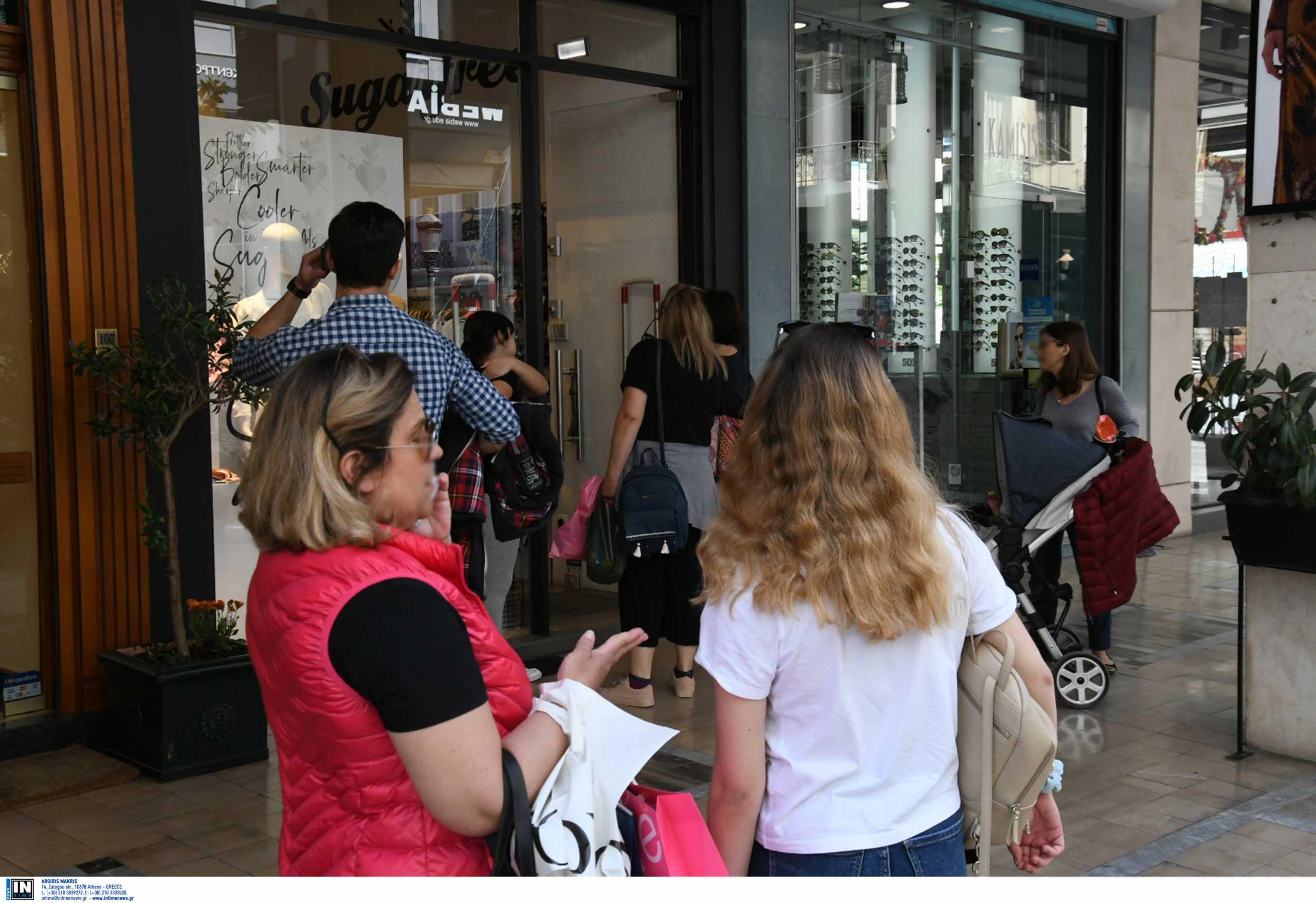 Εκπτώσεις με ανοικτά μαγαζιά την Κυριακή – Τι ισχύει για κομμωτήρια και σούπερ μάρκετ