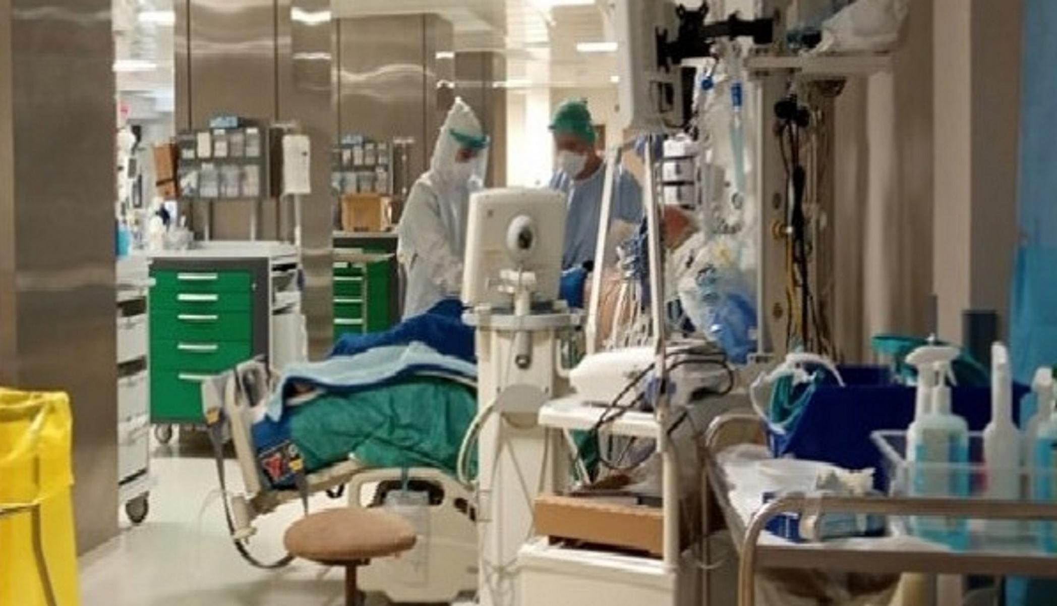 Κρήτη: Γεμίζουν οι κλινικές Covid του Ηρακλείου – Ασθενείς μεταφέρονται σε άλλα νοσοκομεία