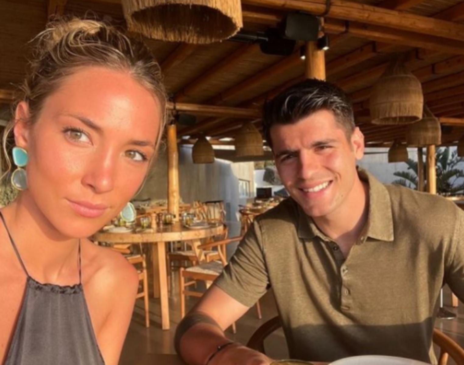 Η κυρία Μοράτα έφθασε στην Ελλάδα και «αναστατώνει» τη Σαντορίνη