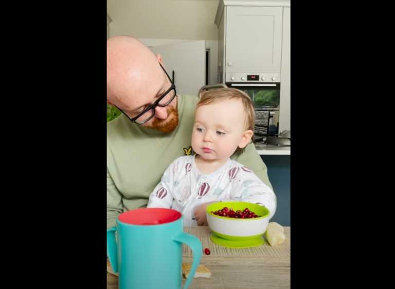 Αστείο ή... ανατριχιαστικό; Μωρό λέει «μαμά» και τρομάζει τον κόσμο! (video)