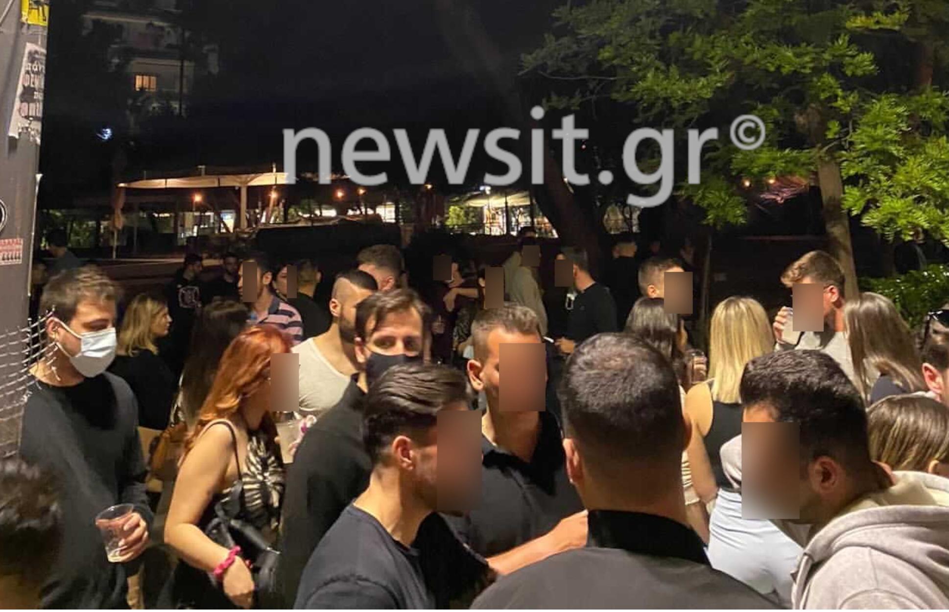 Νέα Σμύρνη: Ποτάρες και μεγάλος συνωστισμός χωρίς μάσκες στην πλατεία (pics, video)