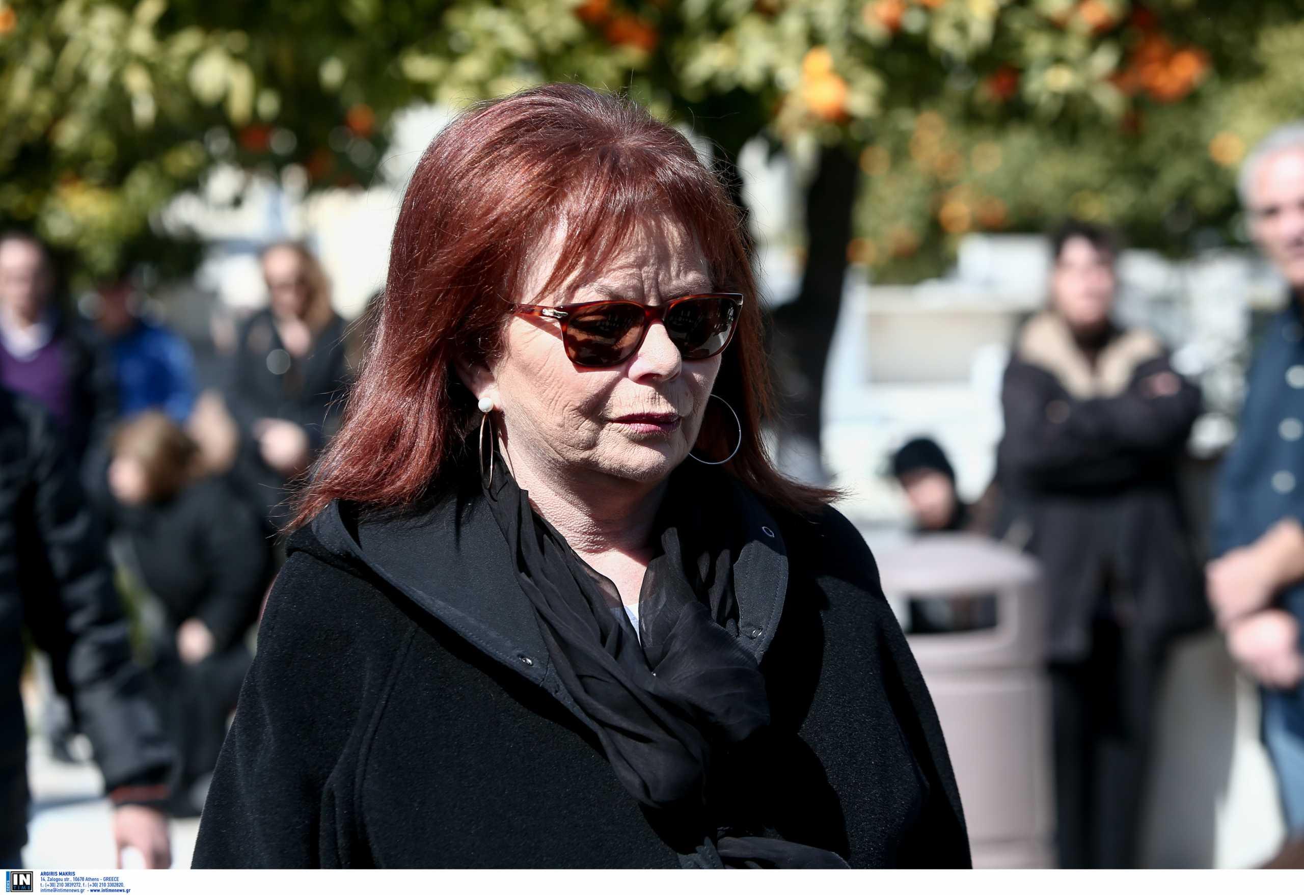 Η Νόρα Κατσέλη βγαίνει από το νοσοκομείο