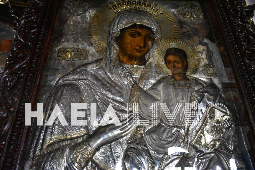 Πύργος: Ουρές πιστών μπροστά από  θαυματουργή εικόνα της Παναγίας – Τι συμβαίνει τις τελευταίες μέρες (video)