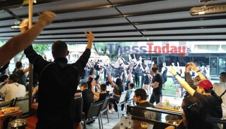Θεσσαλονίκη: Οπαδοί του ΠΑΟΚ «μετέτρεψαν» καφετέρια σε Τούμπα