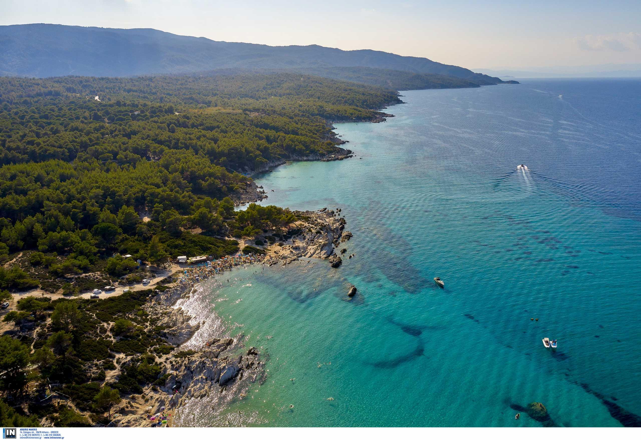 Γαλάζιες Σημαίες 2021: Στη δεύτερη θέση η Ελλάδα – Οι 545 βραβευμένες παραλίες