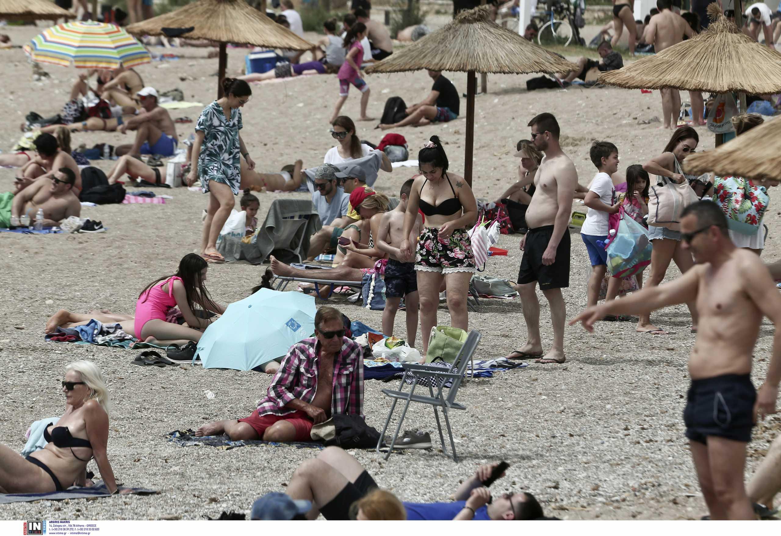 Κορονοϊός: Καλοκαίρι του 2022 θα αποχαιρετήσουμε τα μέτρα – Πότε θα υπάρξει «τείχος ανοσίας»
