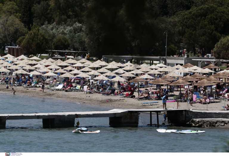 Δεν πέφτει καρφίτσα - Κοσμοπλημμύρα στις παραλίες με τα 30άρια - Εικόνες από τα «παλιά»