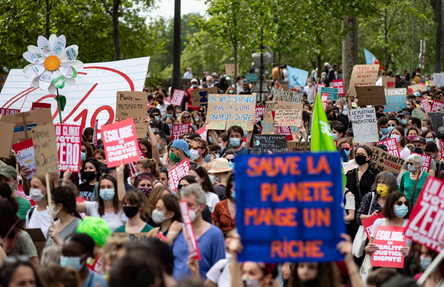 Παρίσι: Χιλιάδες διαδηλωτές ζήτησαν  από τον Μακρόν έναν πιο φιλόδοξο νόμο για το κλίμα