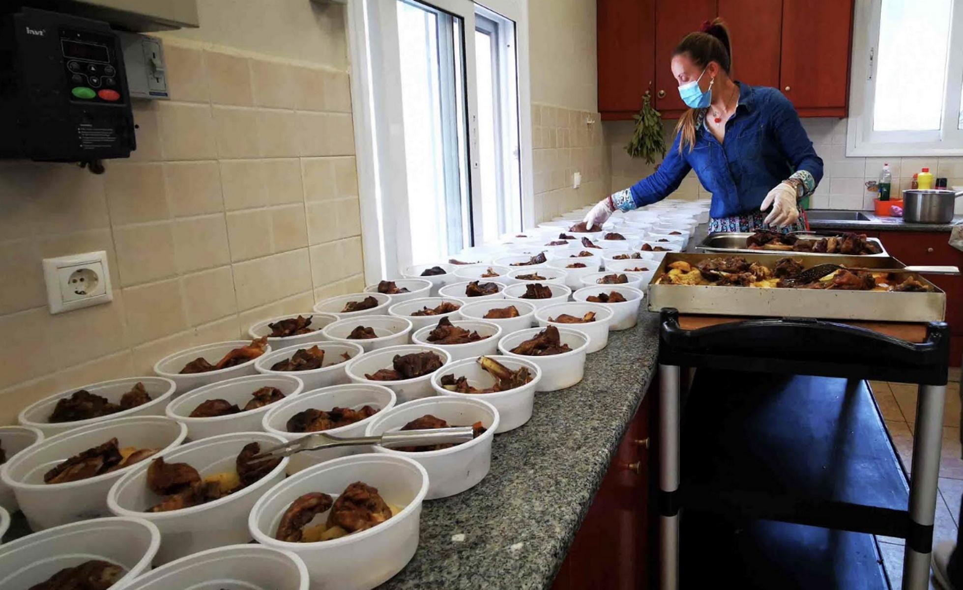 Πάσχα – Ναύπλιο: Γεύματα αγάπης για 160 απόρους (video)