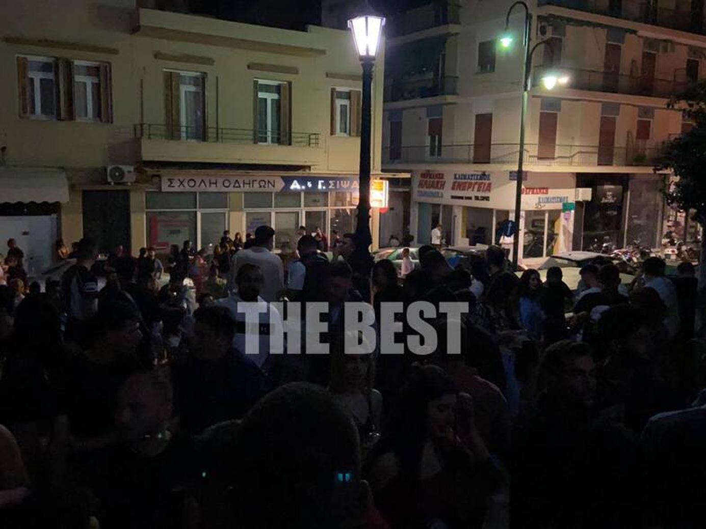 «Παράνοια» στην Πάτρα: Έκλεισαν τα μαγαζιά, γέμισαν… τα σκαλιά – Έπιναν και τραγουδούσαν α καπέλα