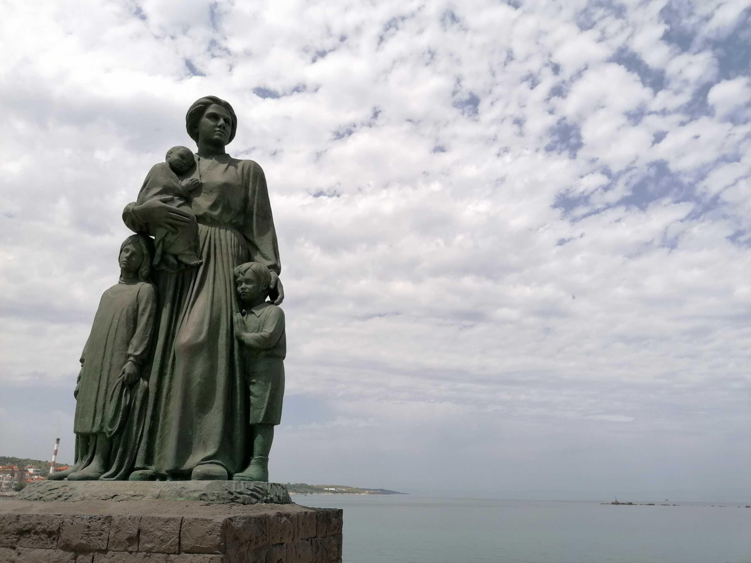 Λέσβος – Γιορτή της μητέρας: Το άγαλμα που κρύβει την πιο πονεμένη ιστορία (pics)