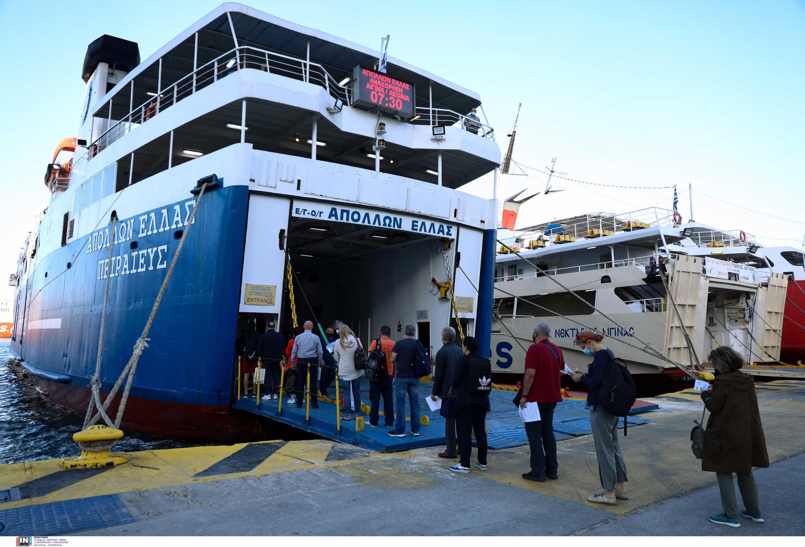 Αυξημένη κίνηση στο λιμάνι του Πειραιά: Με βεβαιώσεις στα χέρια ξεκινούν οι πολίτες για τα νησιά (pics, vid)