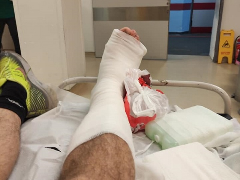 Χανιά: Παρέσυρε και εγκατέλειψε πεζό – Η έκκληση του τραυματία μέσα από το νοσοκομείο (pics)