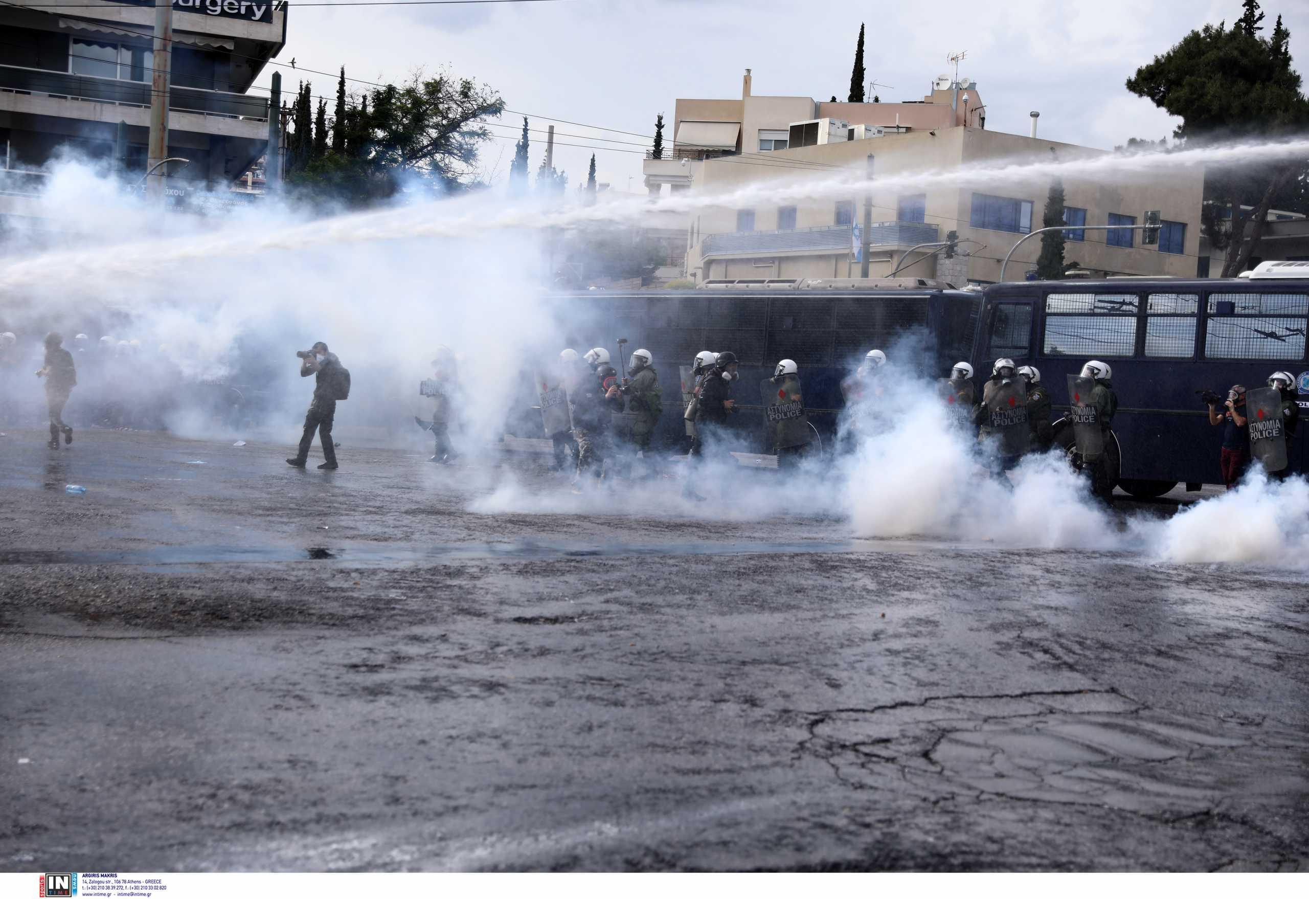 Ένταση και χημικά έξω από την πρεσβεία του Ισραήλ