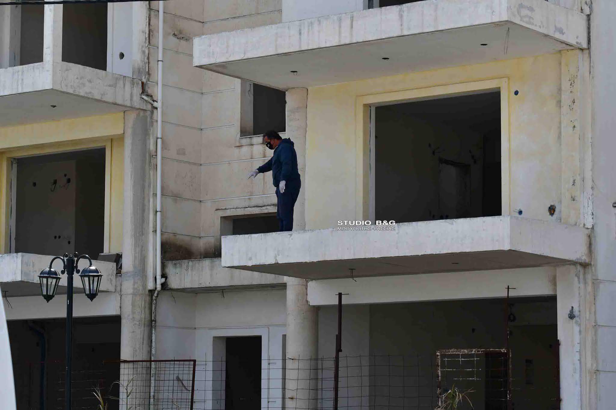 Ναύπλιο: Πτώμα άντρα σε πυλωτή οικοδομής – Θρίλερ με τις συνθήκες θανάτου του (pic)