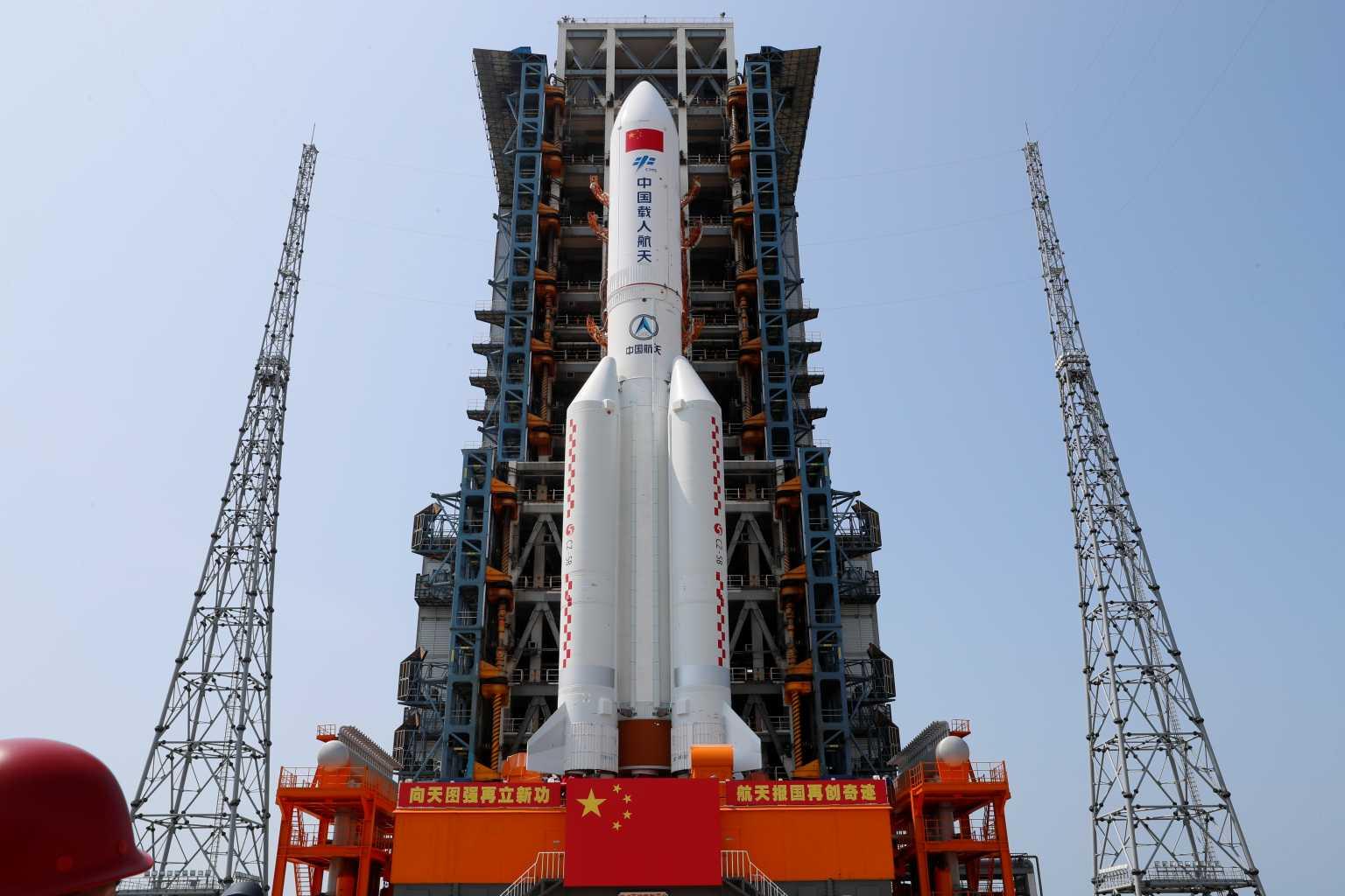 Κίνα: Λίγες οι πιθανότητες για ζημιές από τον ανεξέλεγκτο πύραυλο που θα πέσει από το διάστημα