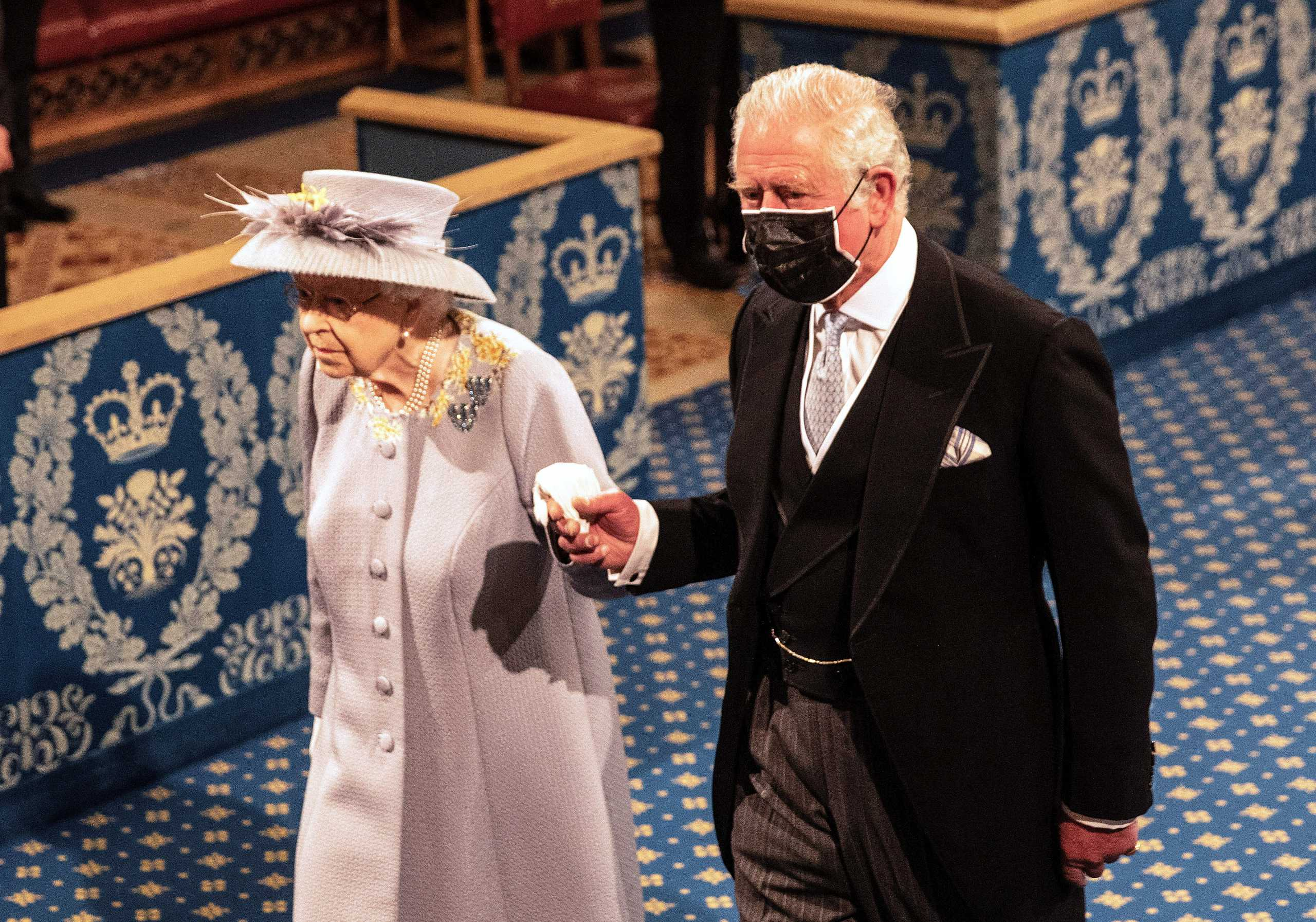 Βασίλισσα Ελισάβετ: Μόνη στην Βουλή των Λόρδων έναν μήνα μετά τον χαμό του Φίλιππου (pics)