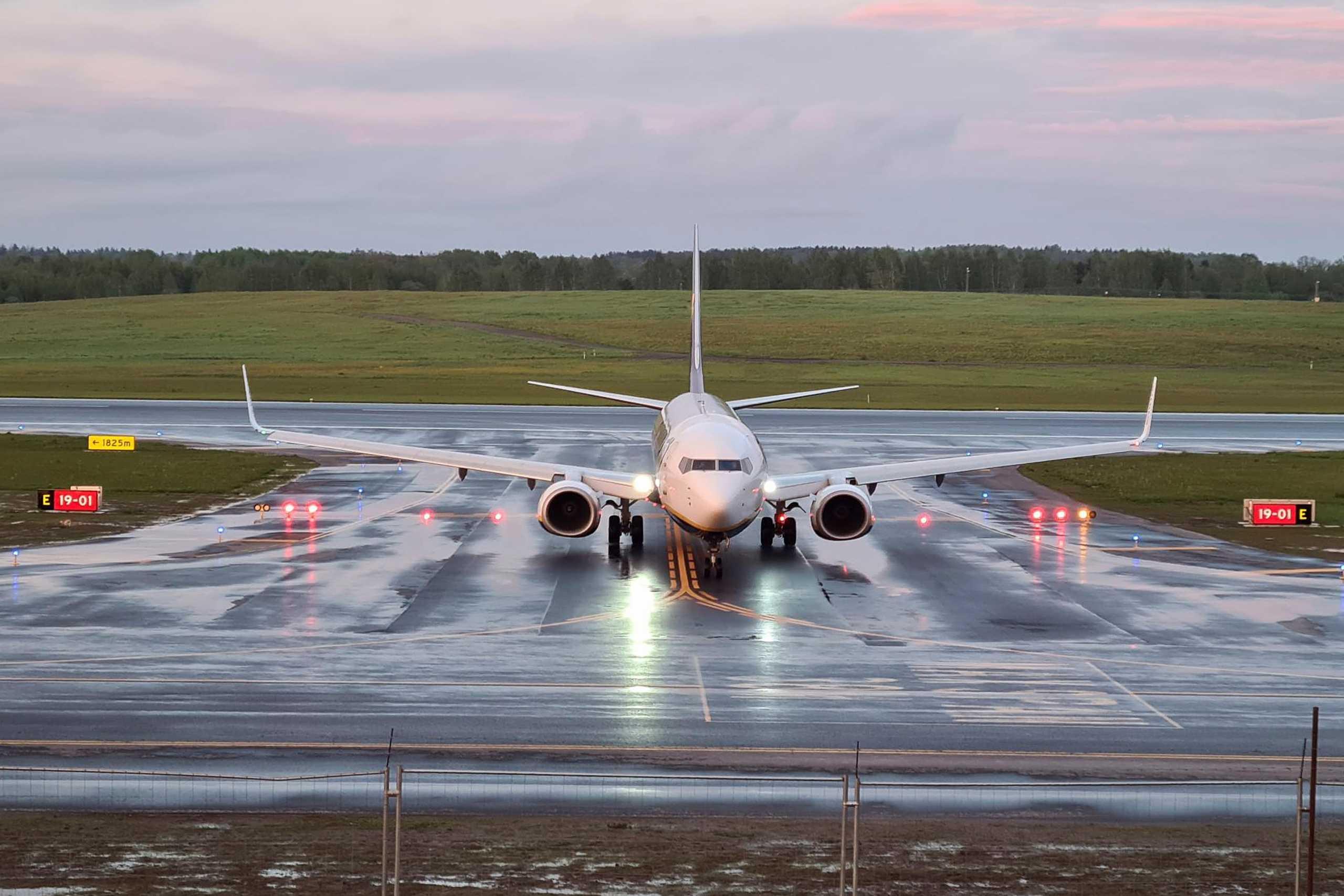 Πτήση Ryanair – Έλληνας επιβάτης: Είπαν στον πιλότο ότι θα ρίξουν το αεροπλάνο, αν δεν το κατεβάσει (vids)