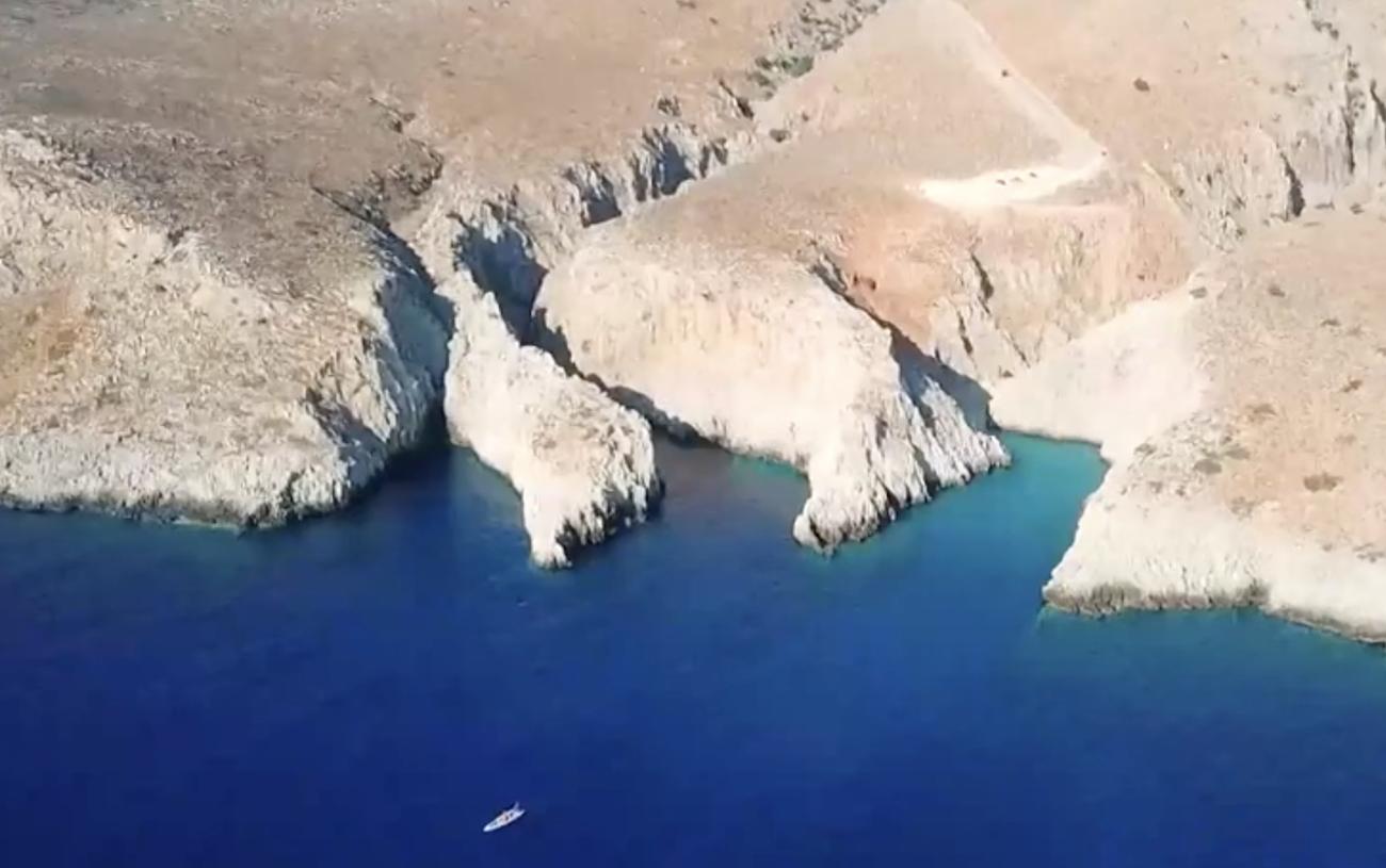 Ελληνικές παραλίες: Η παραλία του «Στέφανου» με τα καταγάλανα νερά