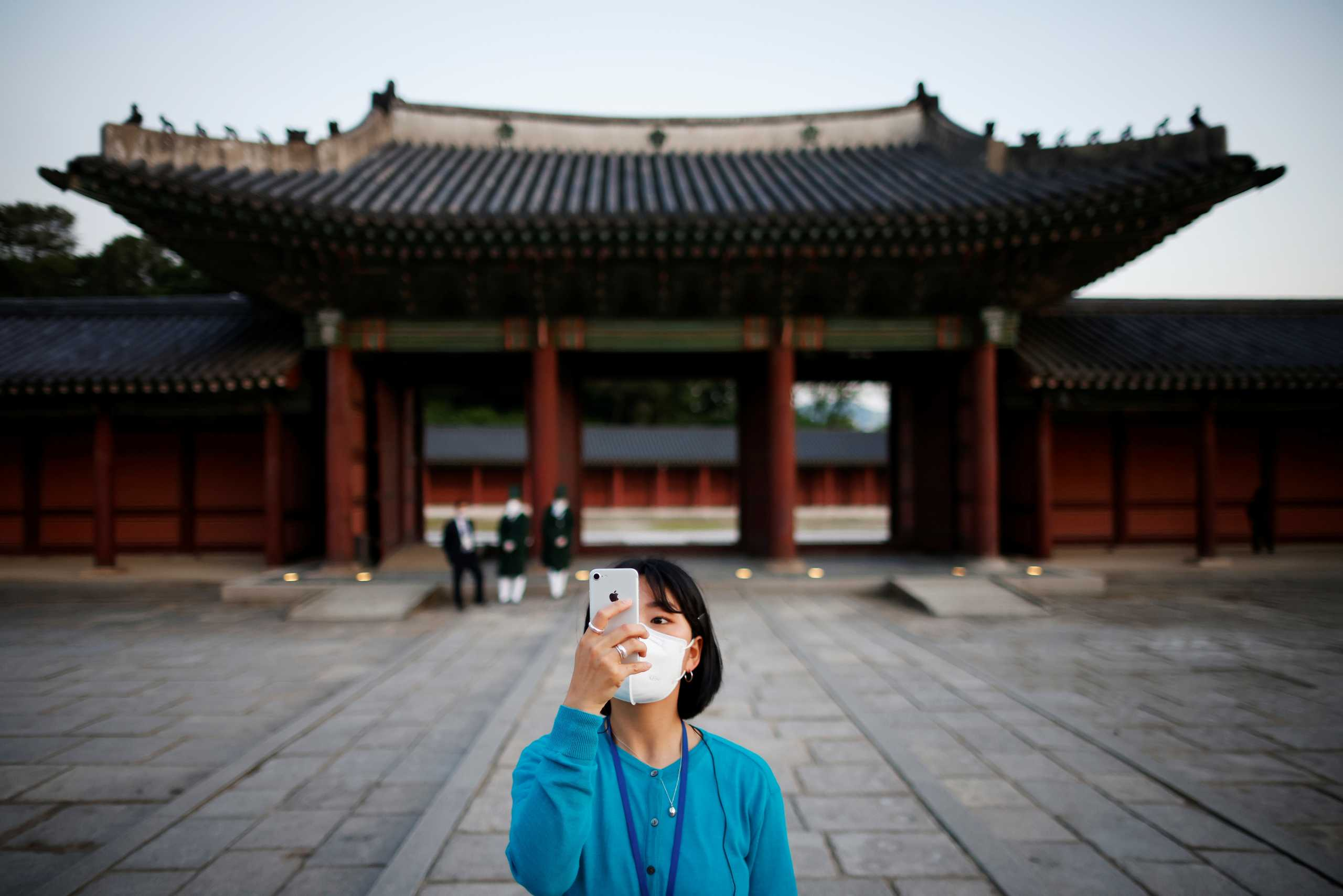 Νότια Κορέα: «Ελευθερώνονται» από τις μάσκες στους εξωτερικούς χώρους όσοι εμβολιάστηκαν