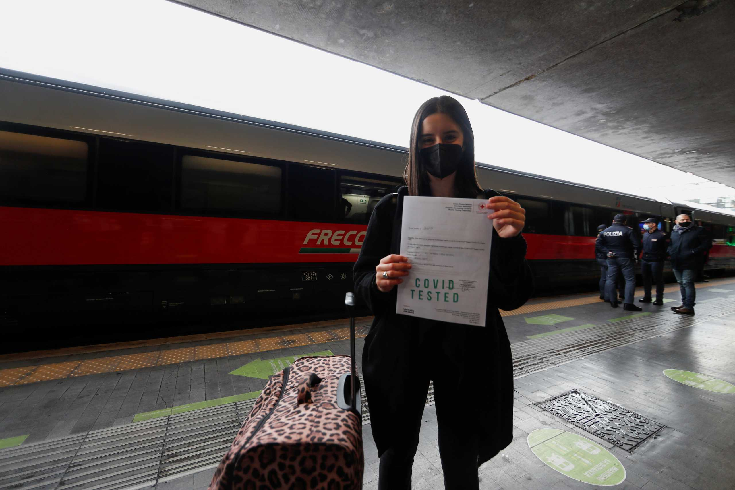Σάλος στην Ισπανία: Υπάλληλος φαρμακείου πωλούσε πλαστά αρνητικά τεστ κορονοϊού σε ταξιδιώτες
