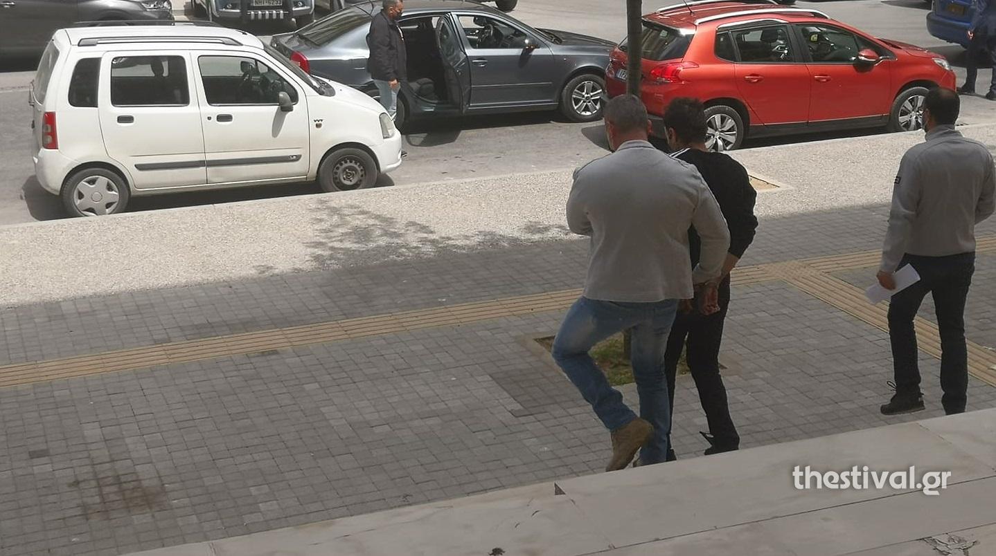 Θεσσαλονίκη: Πήρε προθεσμία ο 47χρονος που κατηγορείται πως βίαζε την ανήλικη θετή κόρη του