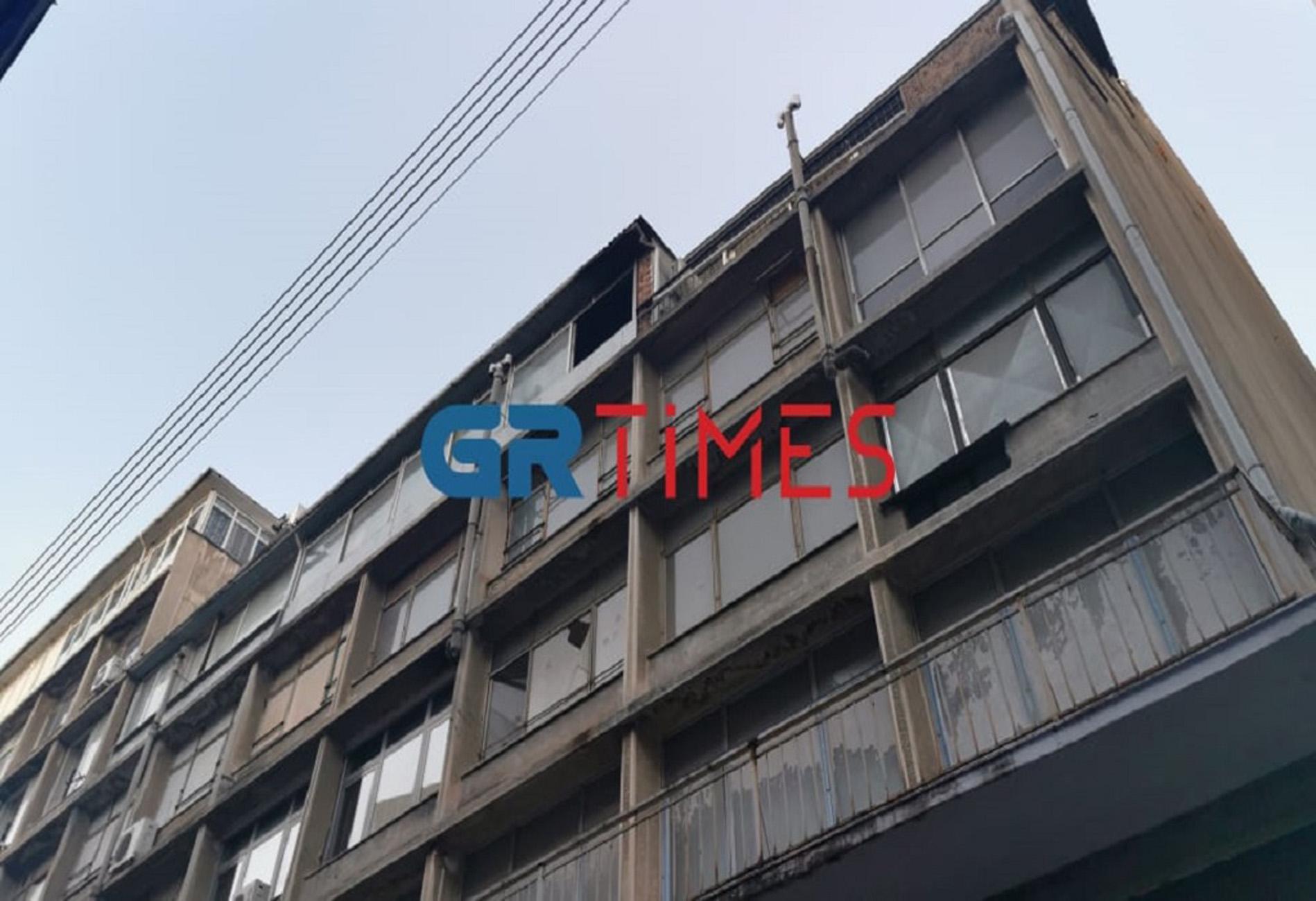 Θεσσαλονίκη: Φωτιά σε διαμέρισμα – Απεγκλωβίστηκαν 5 άτομα (pics, video)