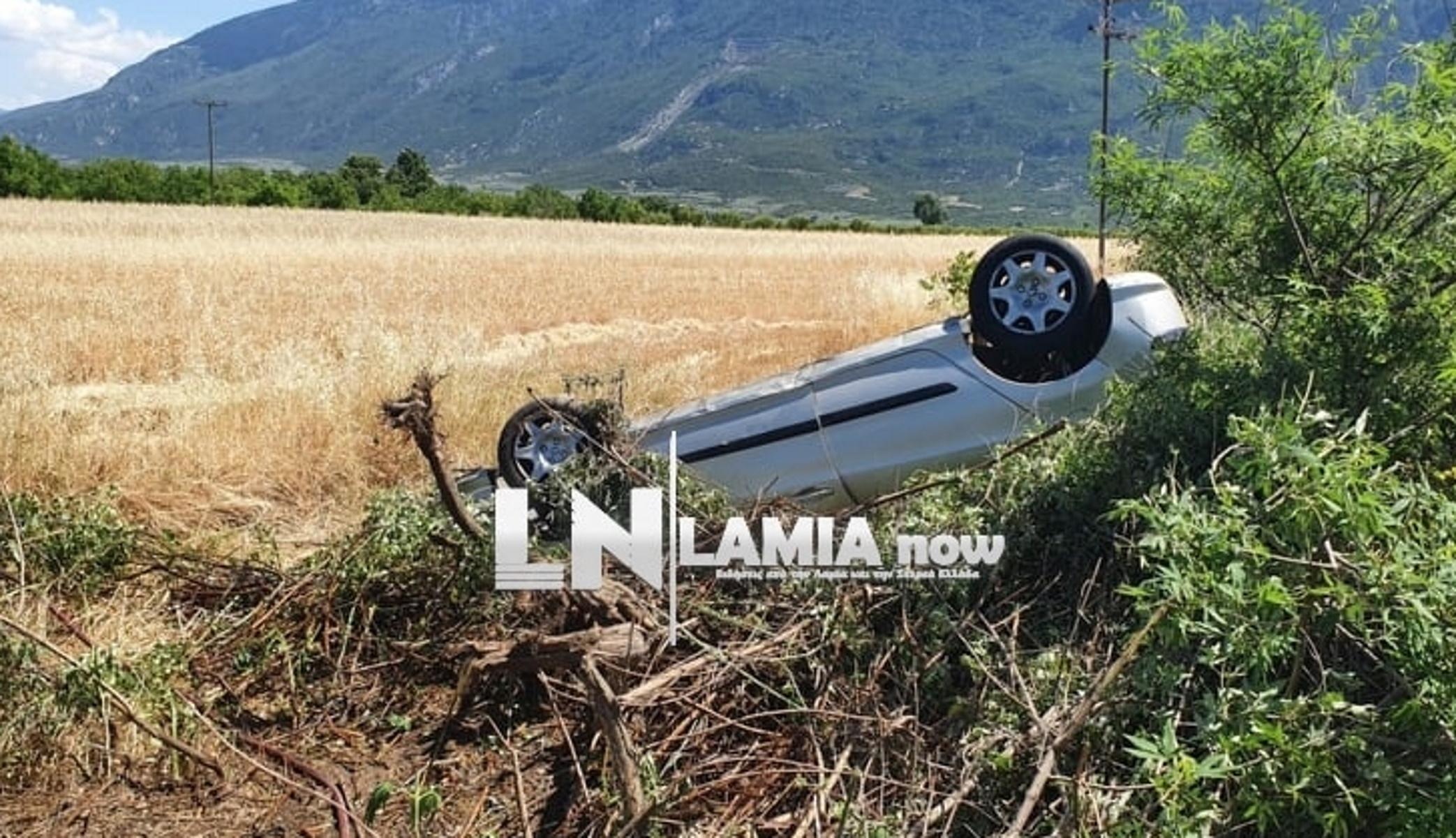 Λαμία: Άγιο είχε οδηγός – Αυτοκίνητο τούμπαρε και βρέθηκε στα χωράφια (pics, vid)